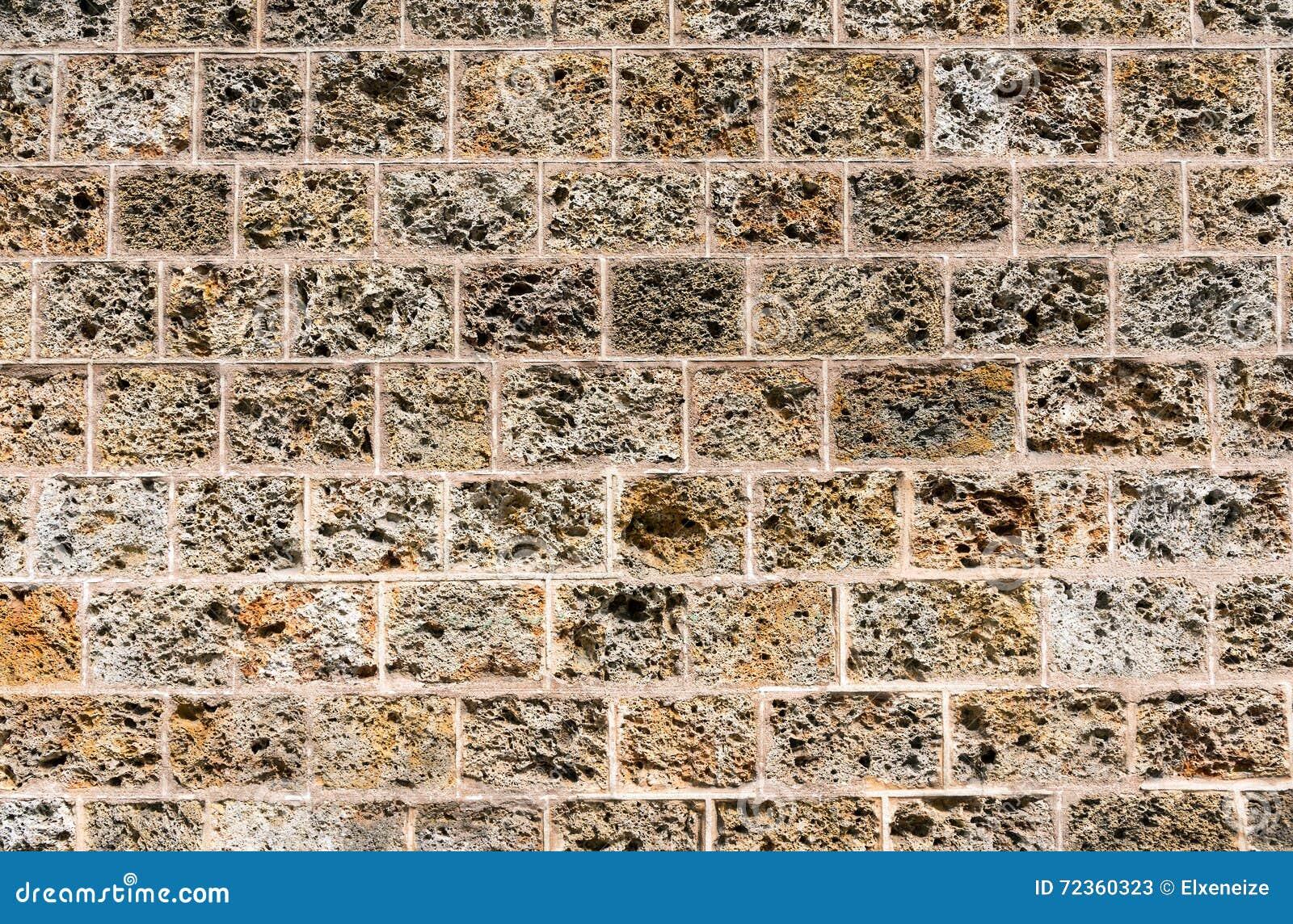 老自然凝灰岩石墙