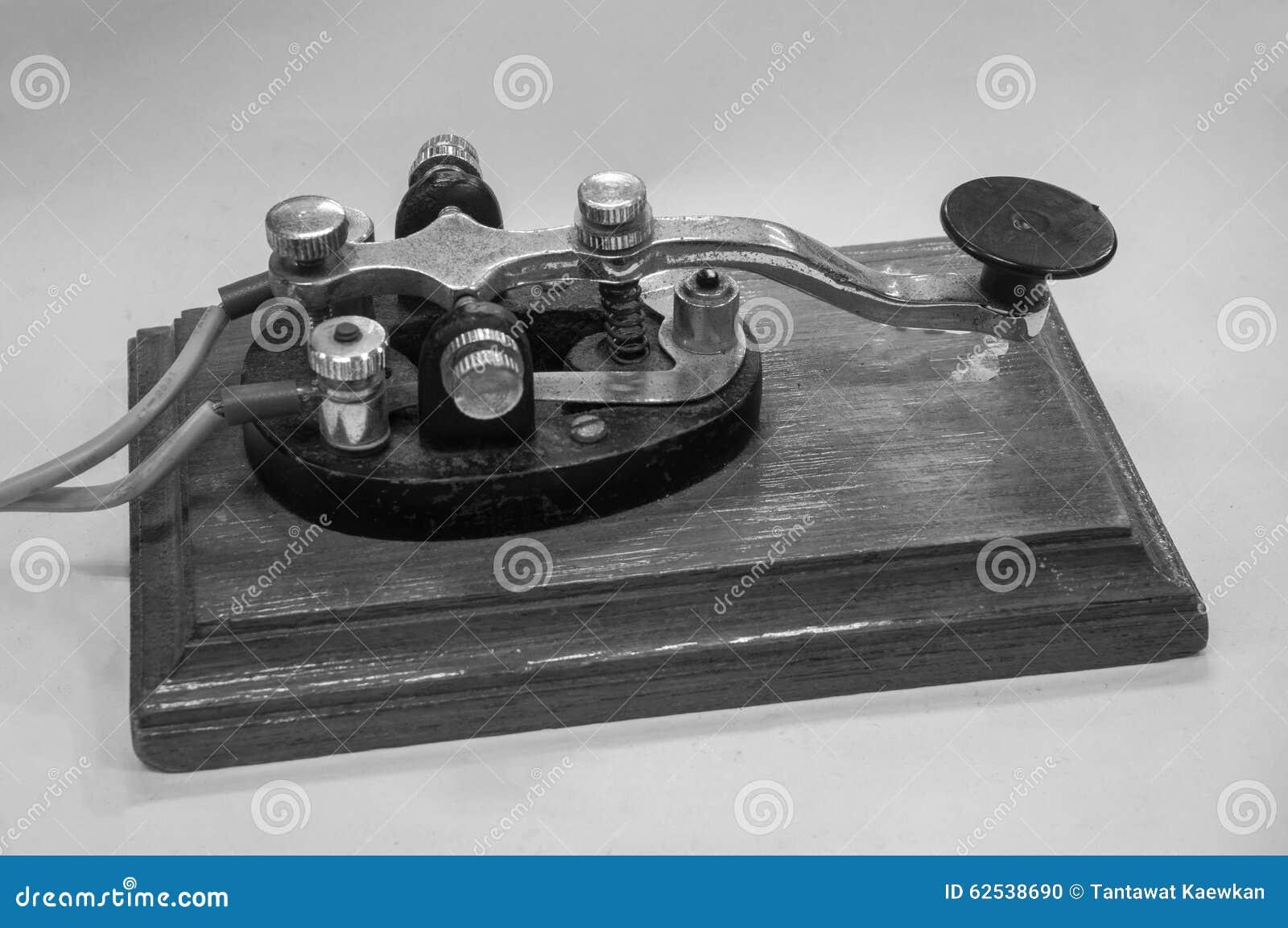 老莫尔斯电报键通信机