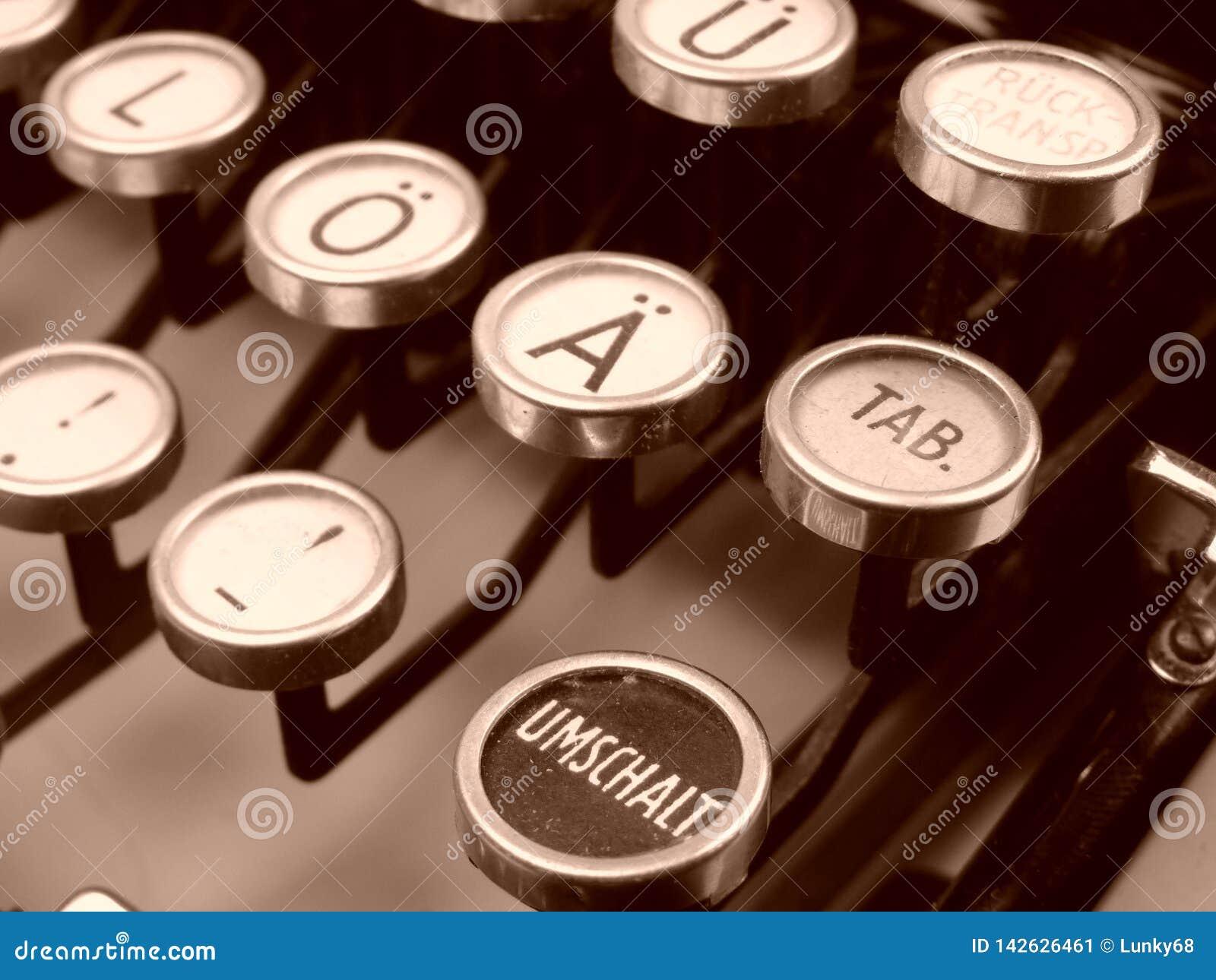 老葡萄酒德国人打字机信件和空键细节