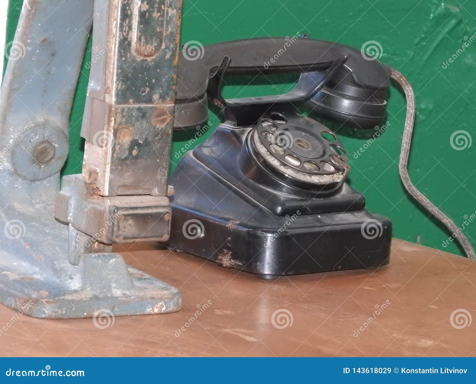 老葡萄酒黑色电话特写镜头盘拨号程序