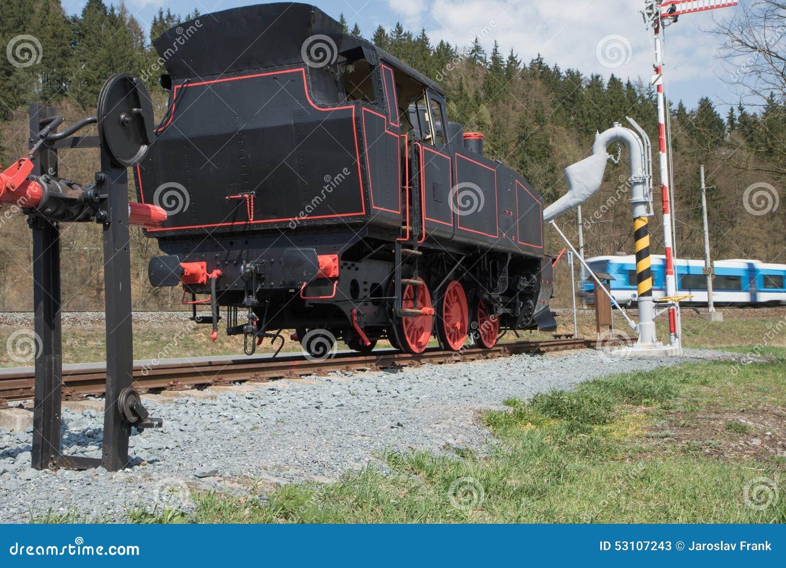 老蒸汽机车和现代火车