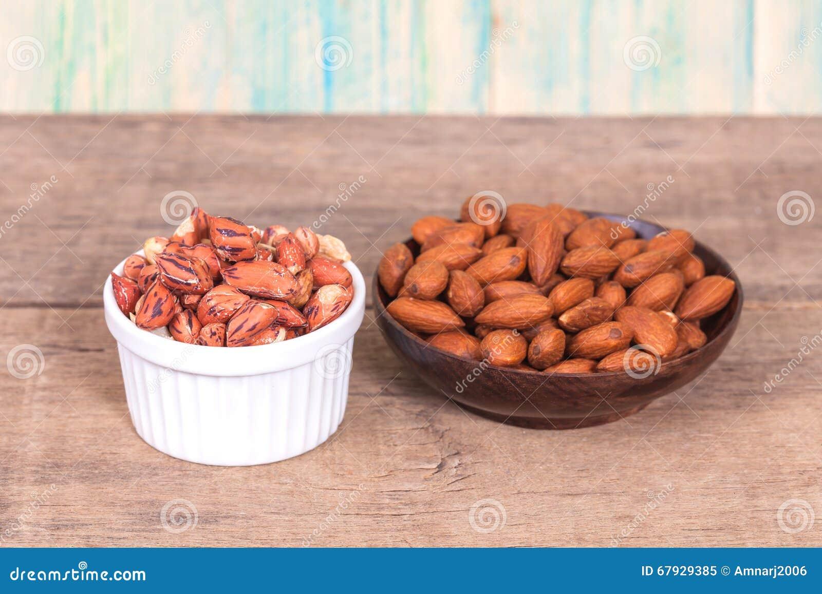 老虎花生和杏仁在碗