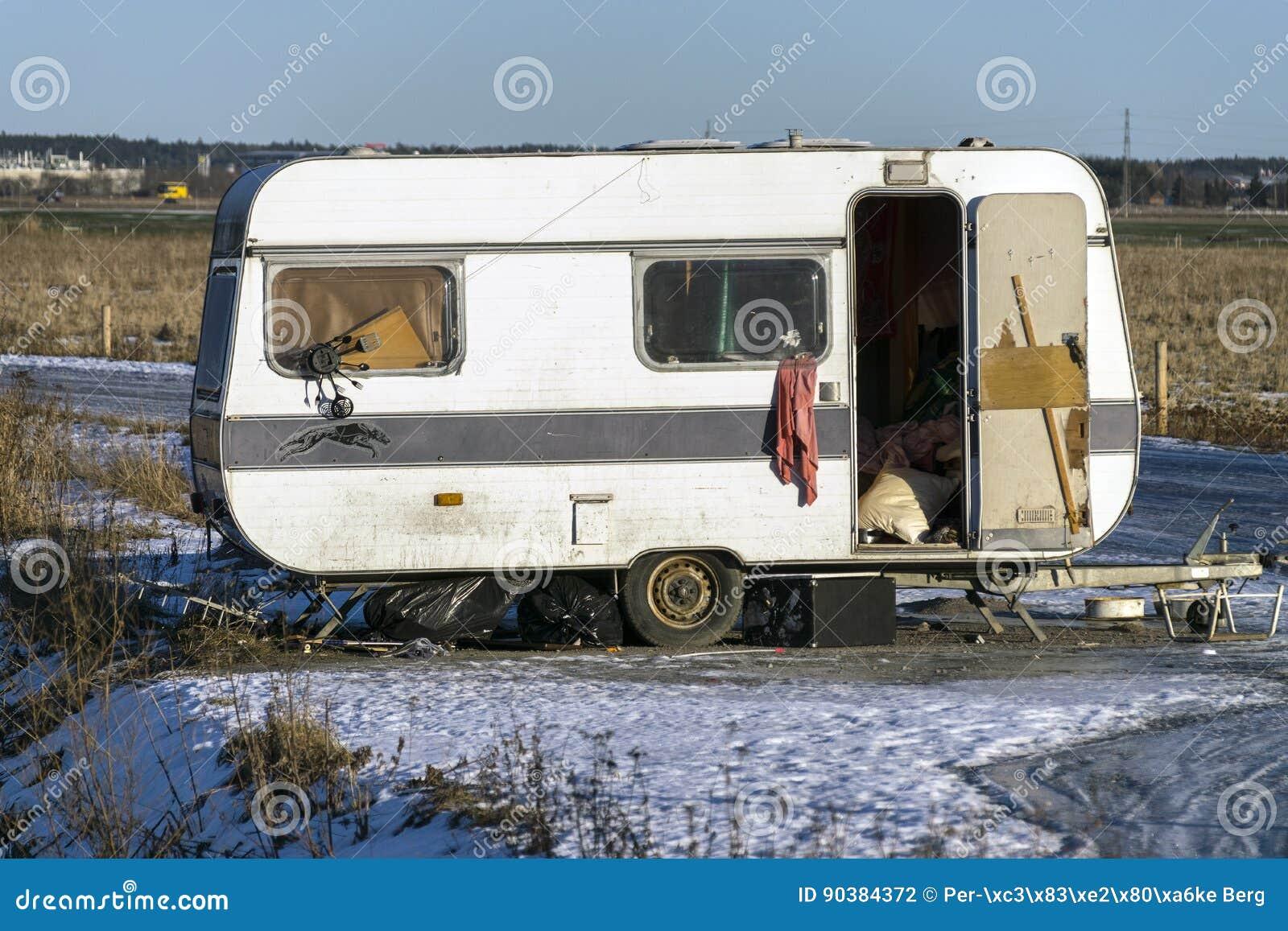 老被放弃的有蓬卡车