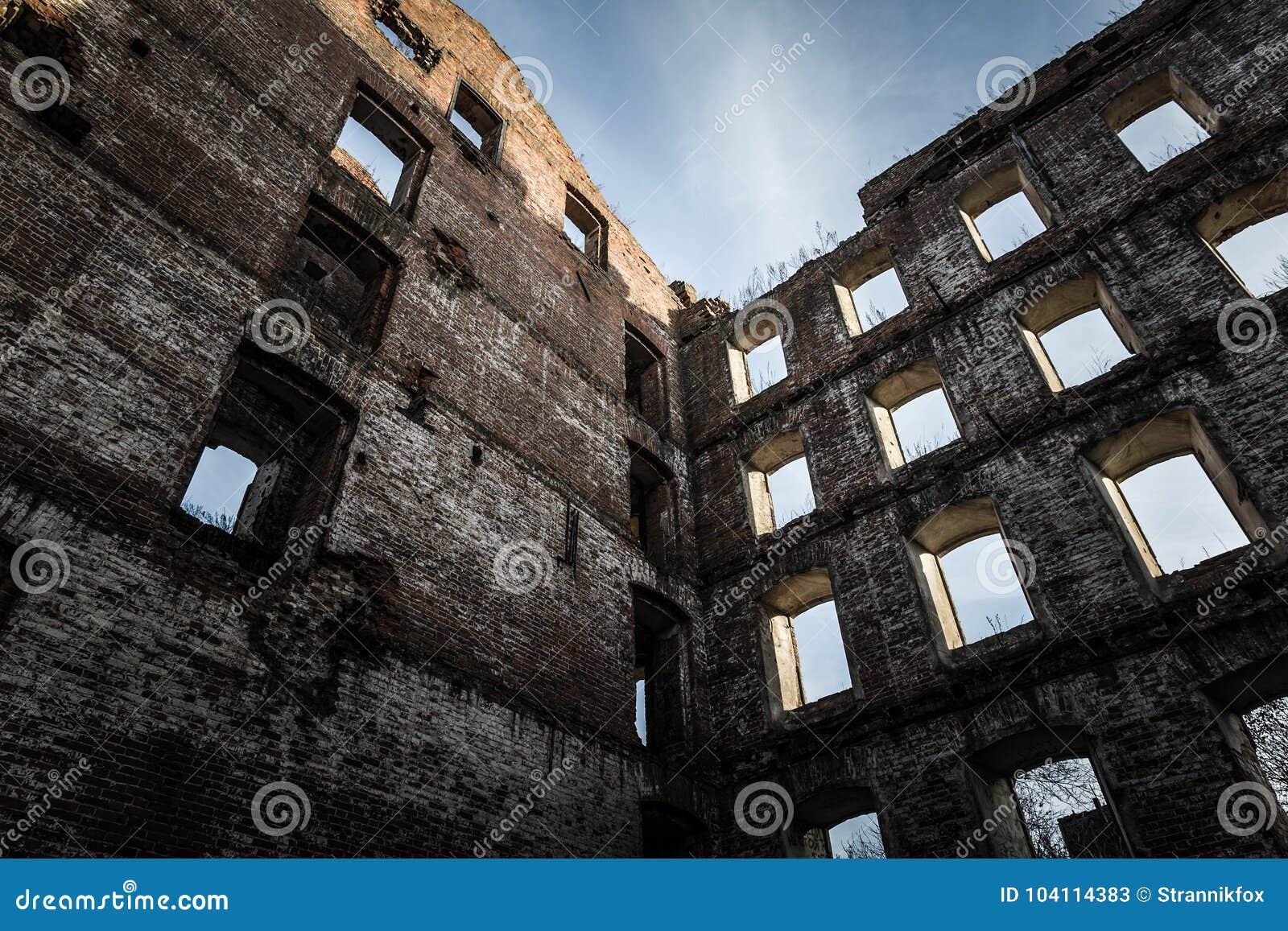 老被毁坏的磨房墙壁  定调子