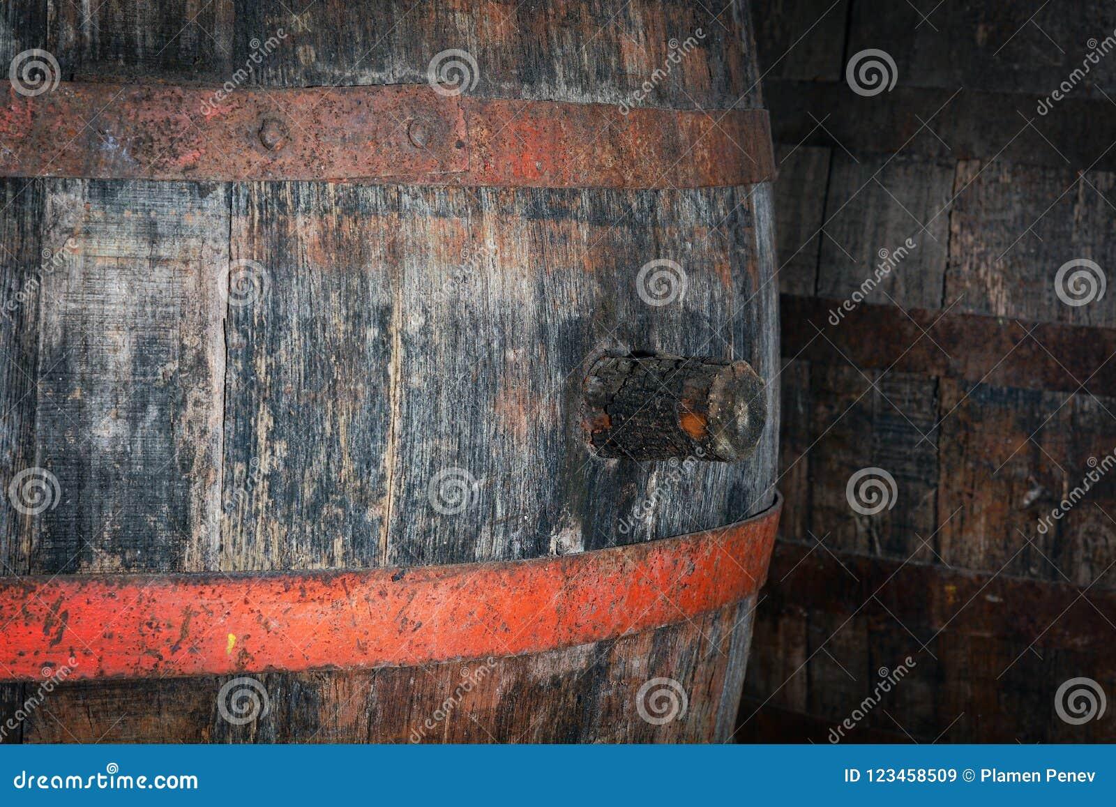 老被风化的木桶插座