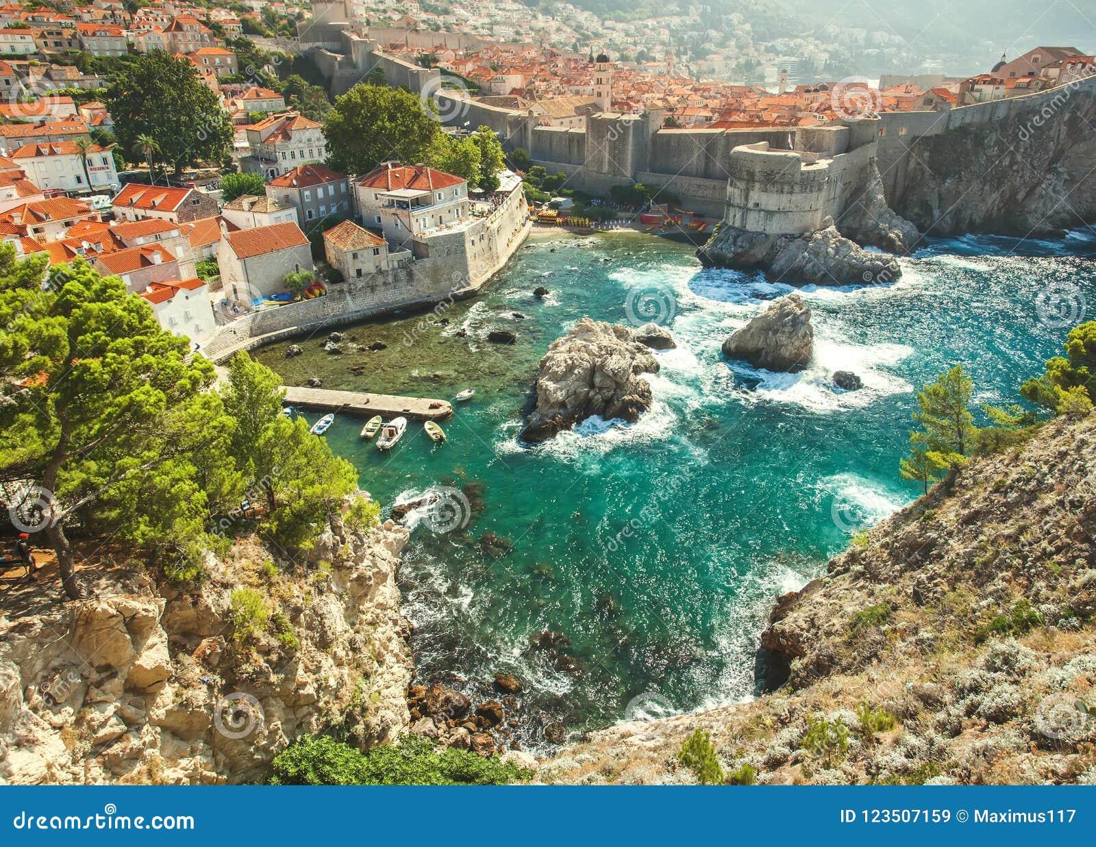 老镇在亚得里亚海海岸的欧洲  杜布罗夫尼克市 克罗地亚