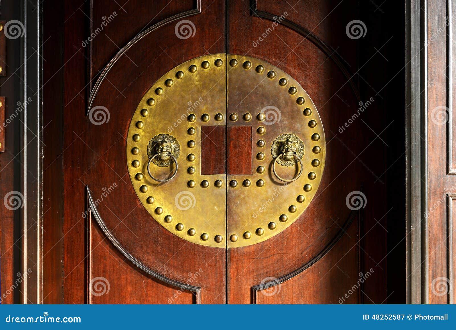 老门和敲门人