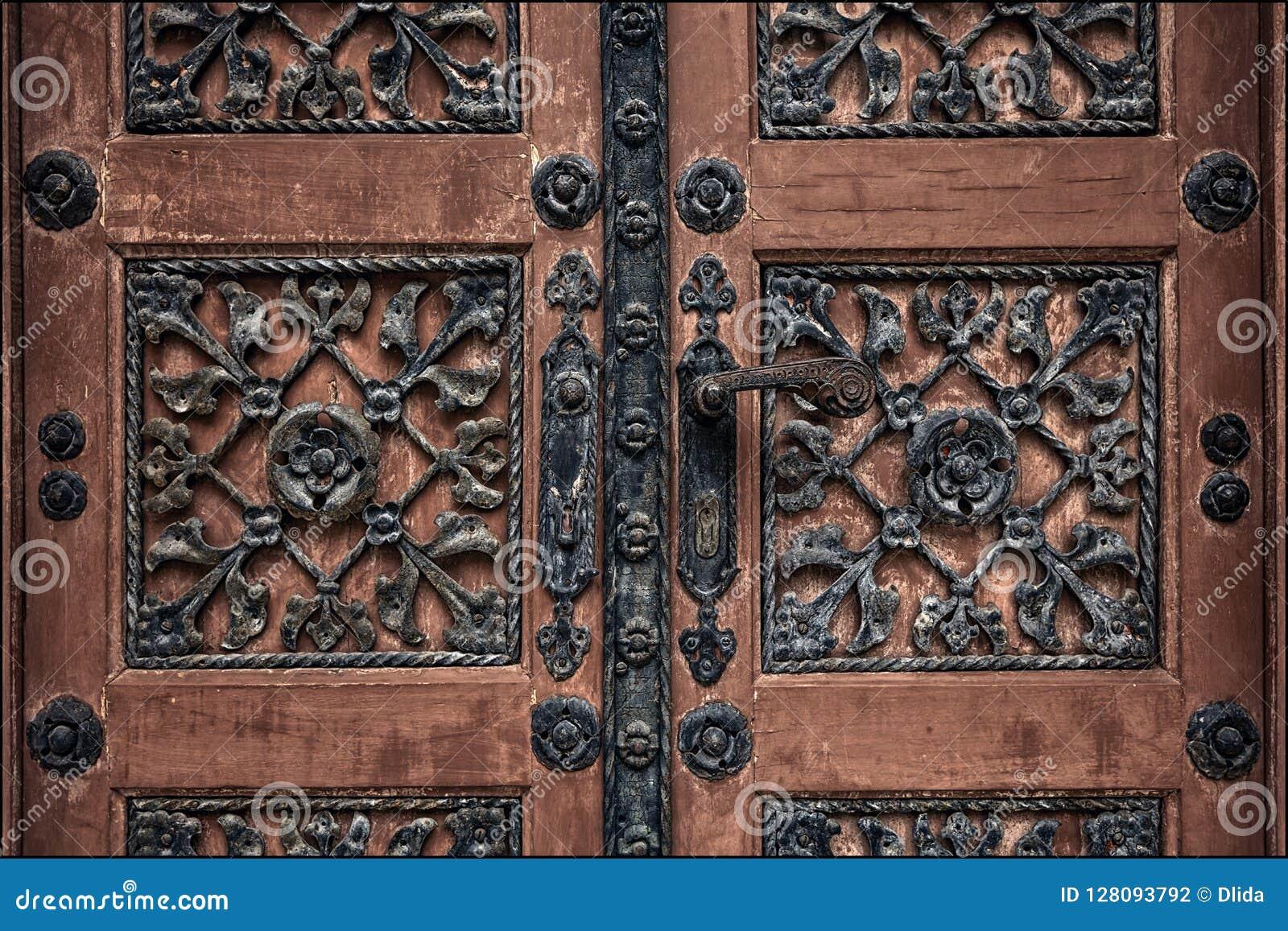 老门在公墓的萨格勒布