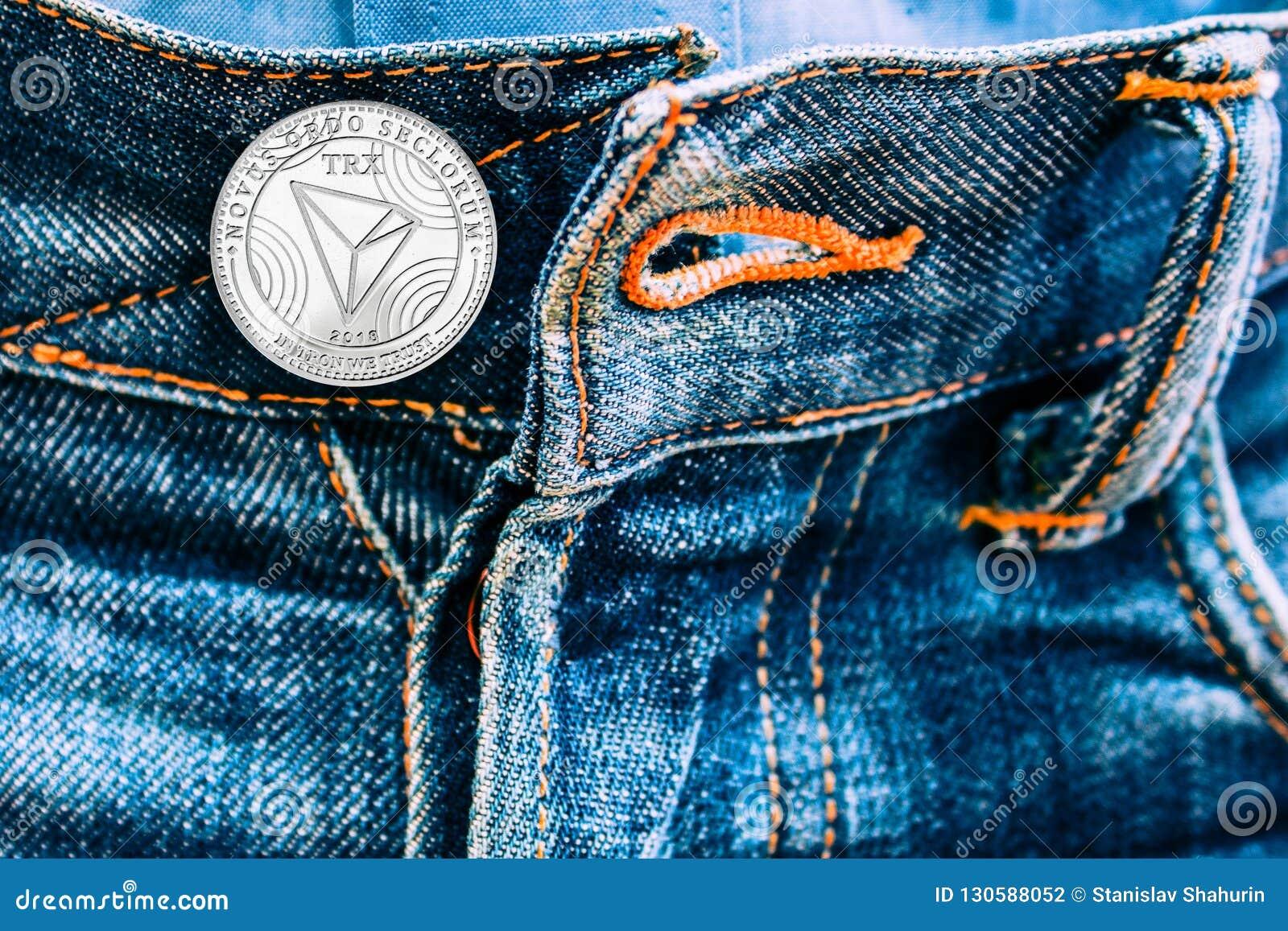 而不是按钮的Trx硬币在牛仔裤