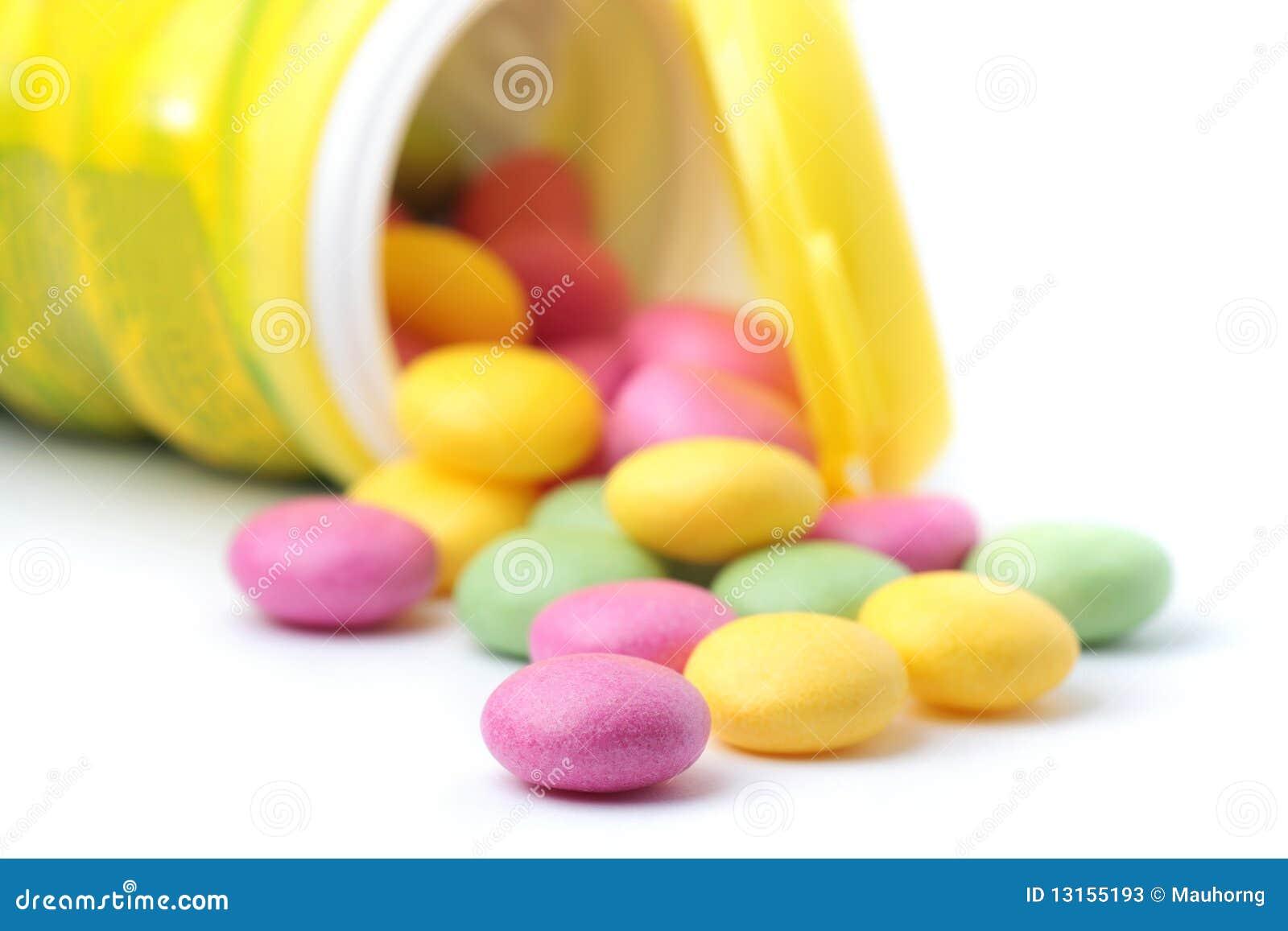 耐嚼的五颜六色的糖衣杏仁
