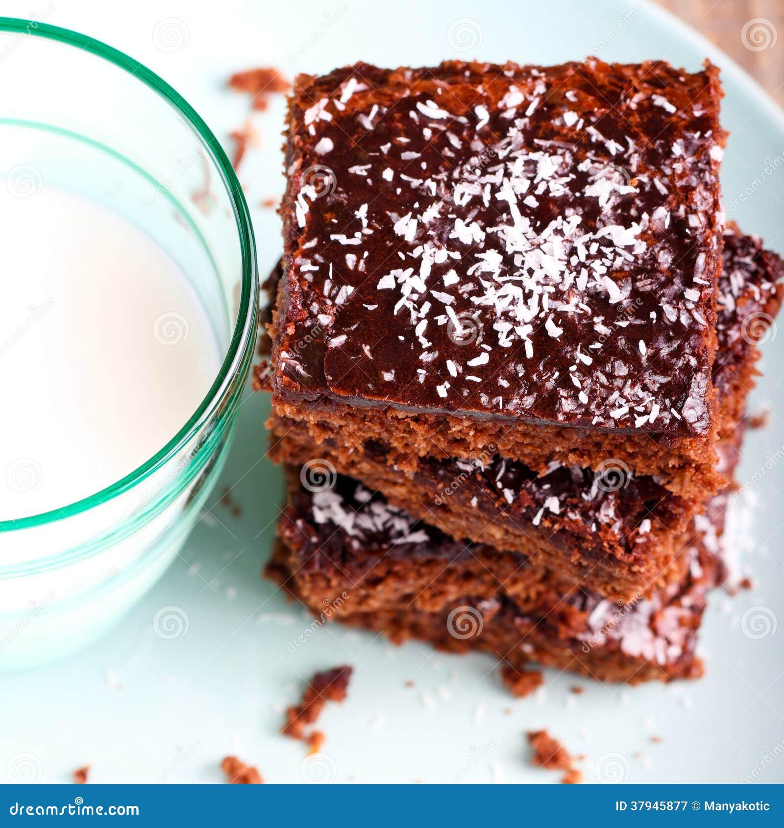 耐嚼的巧克力和椰子切片