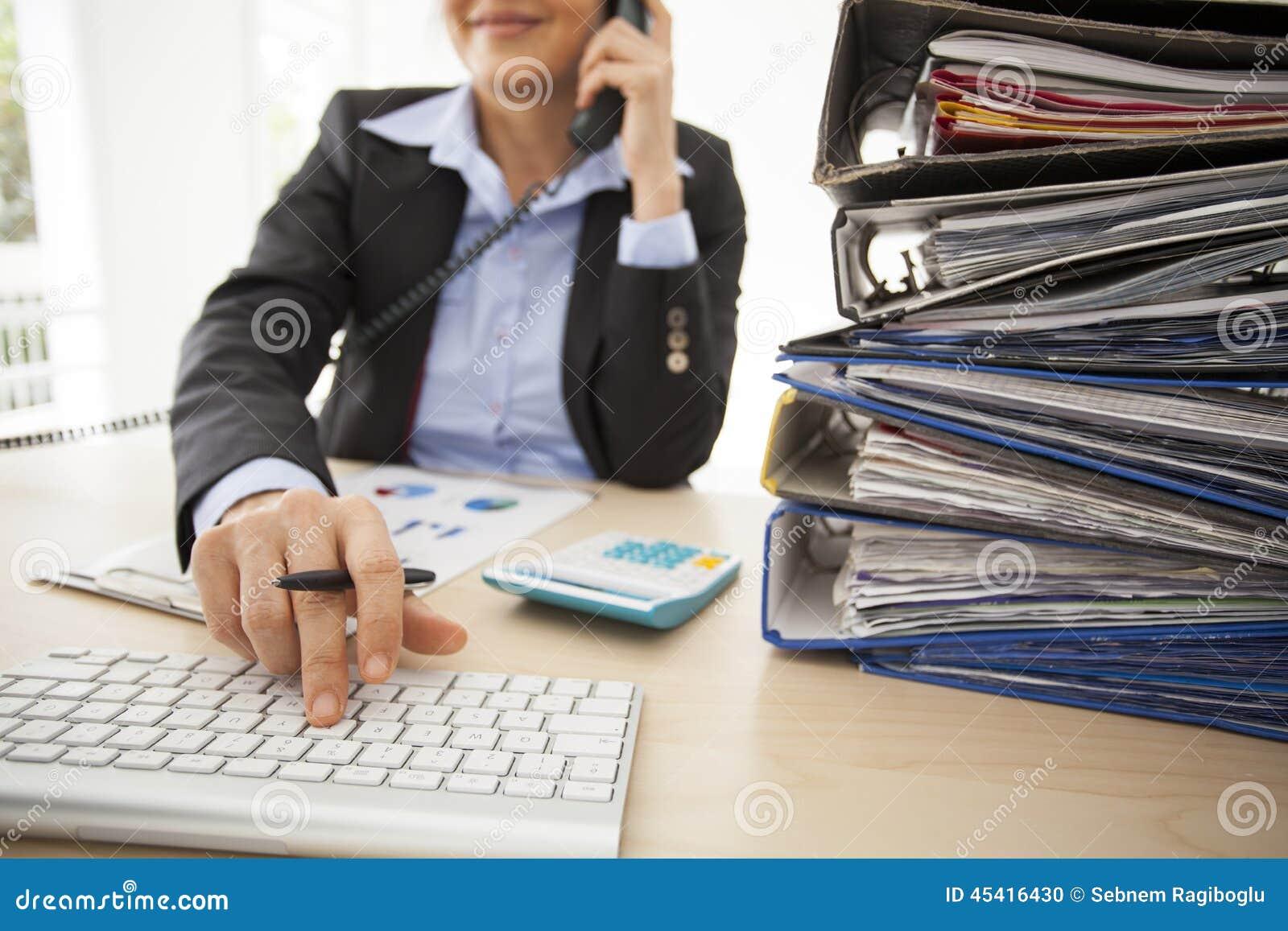 职业妇女在办公室