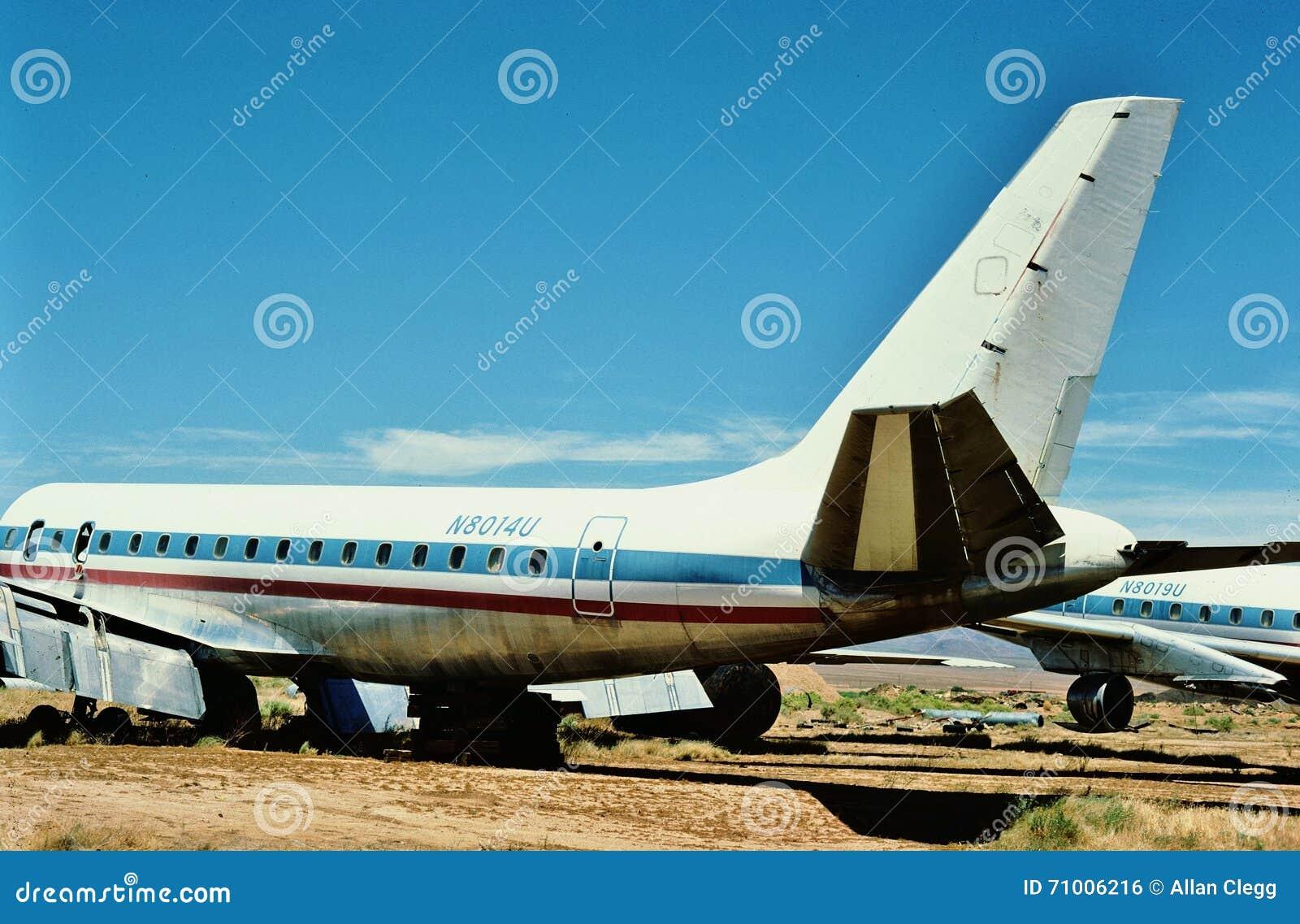 联航道格拉斯DC-8-21 N8014U在一个航空器坟园的1987年7月在金曼亚利桑那