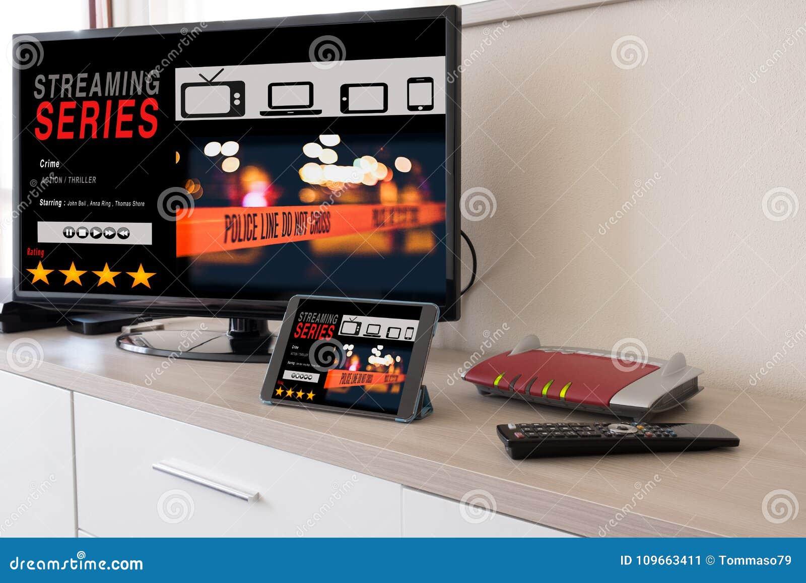 聪明的电视和数字式片剂连接了到互联网调制解调器