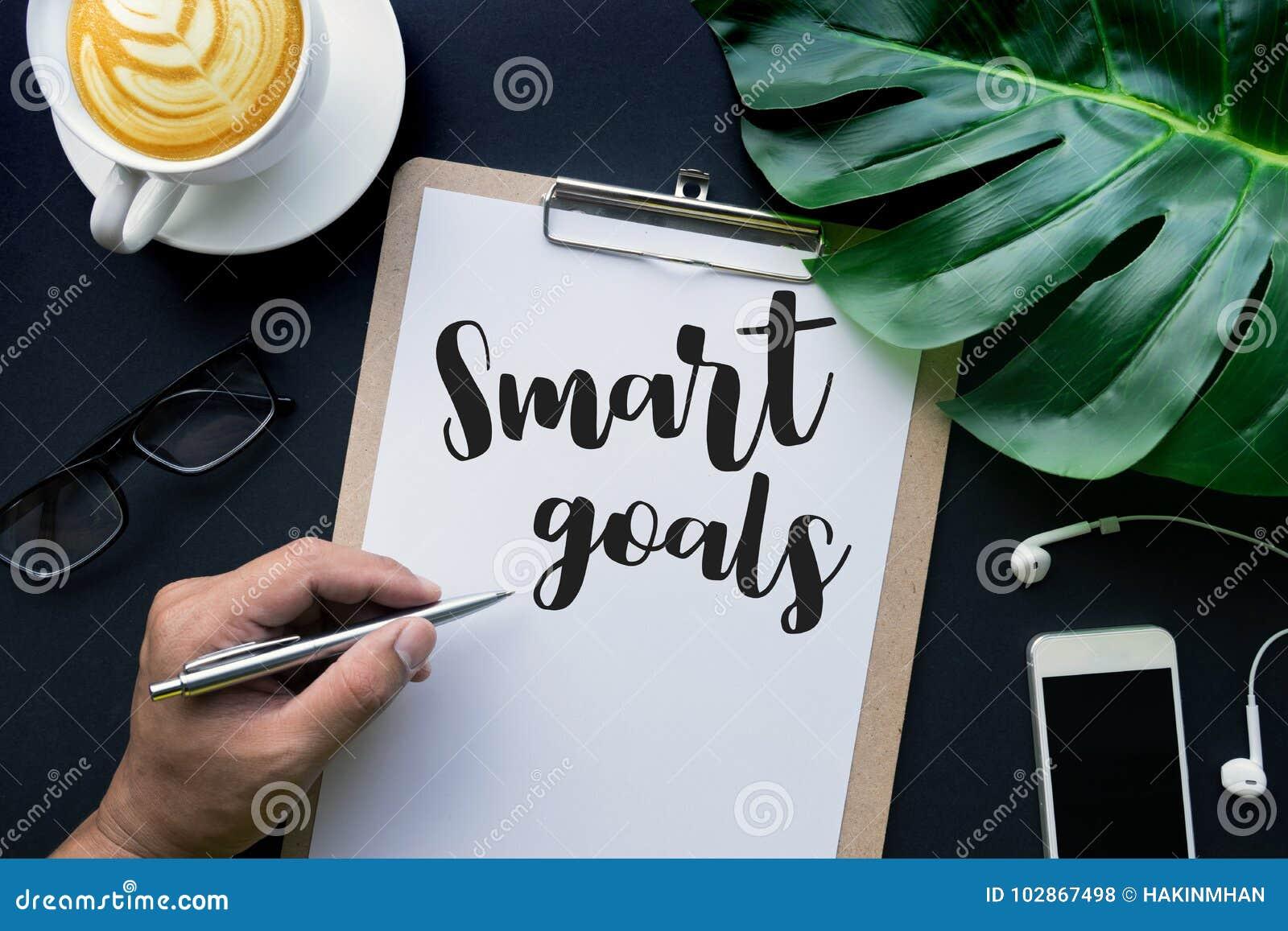 聪明的目标发短信与在便条和辅助部件的手文字