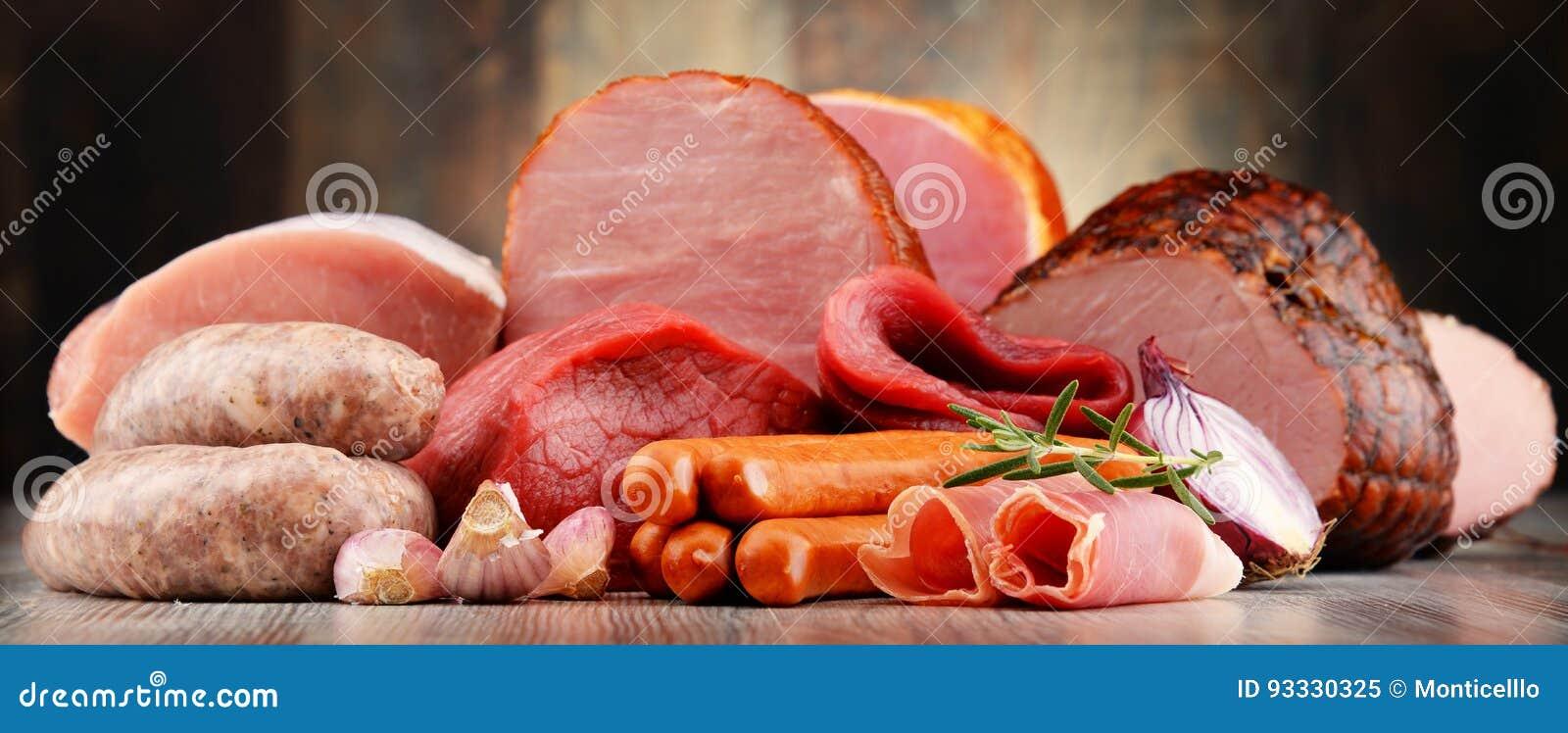 肉制品包括火腿和香肠