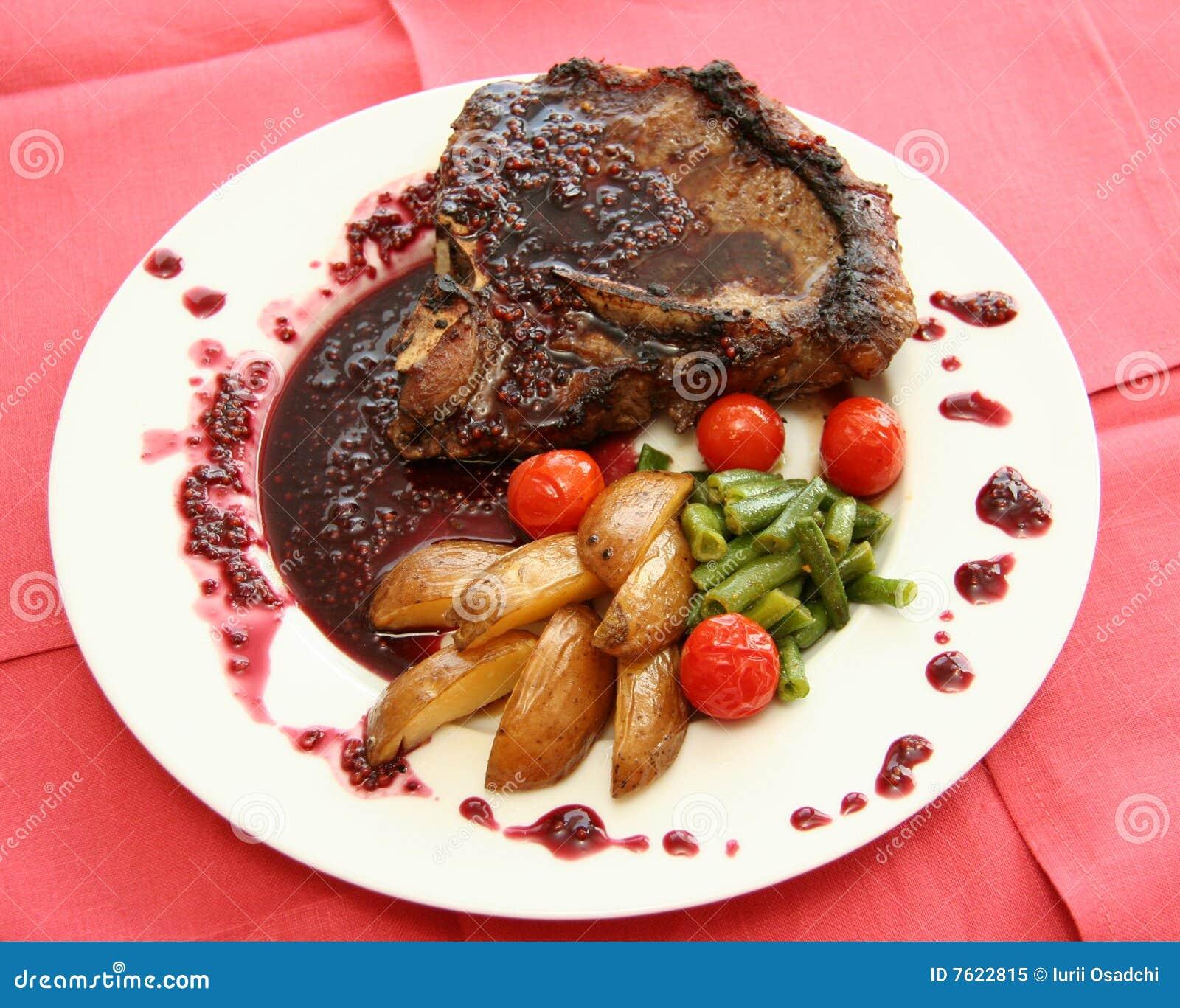 肉调味汁蔬菜