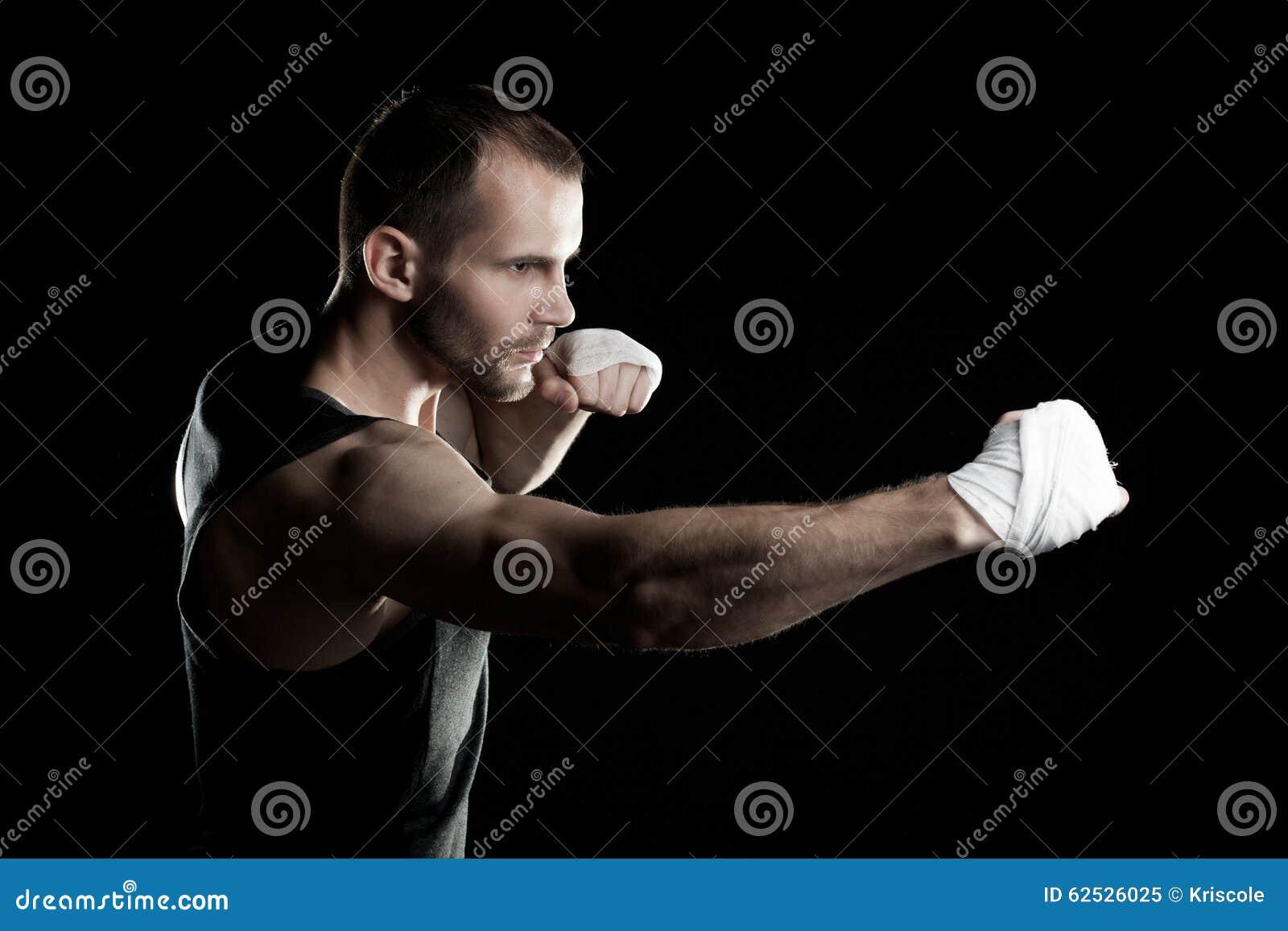 肌肉人,栓在他的手上的有弹性绷带