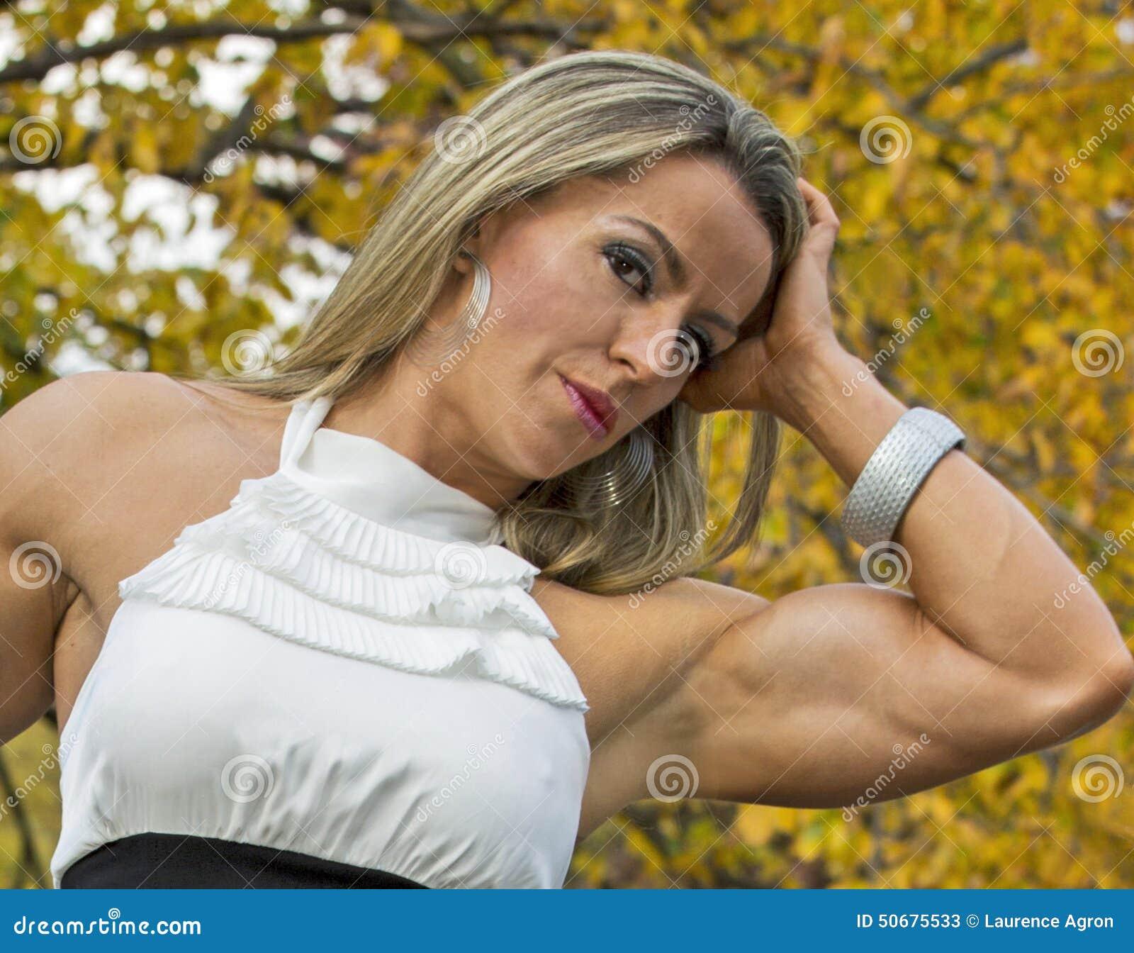 Download 肌肉和迷人 库存图片. 图片 包括有 幻想, 保镖, 女性, 口角, 健身, 自治权, 爱好健美者, 中央 - 50675533