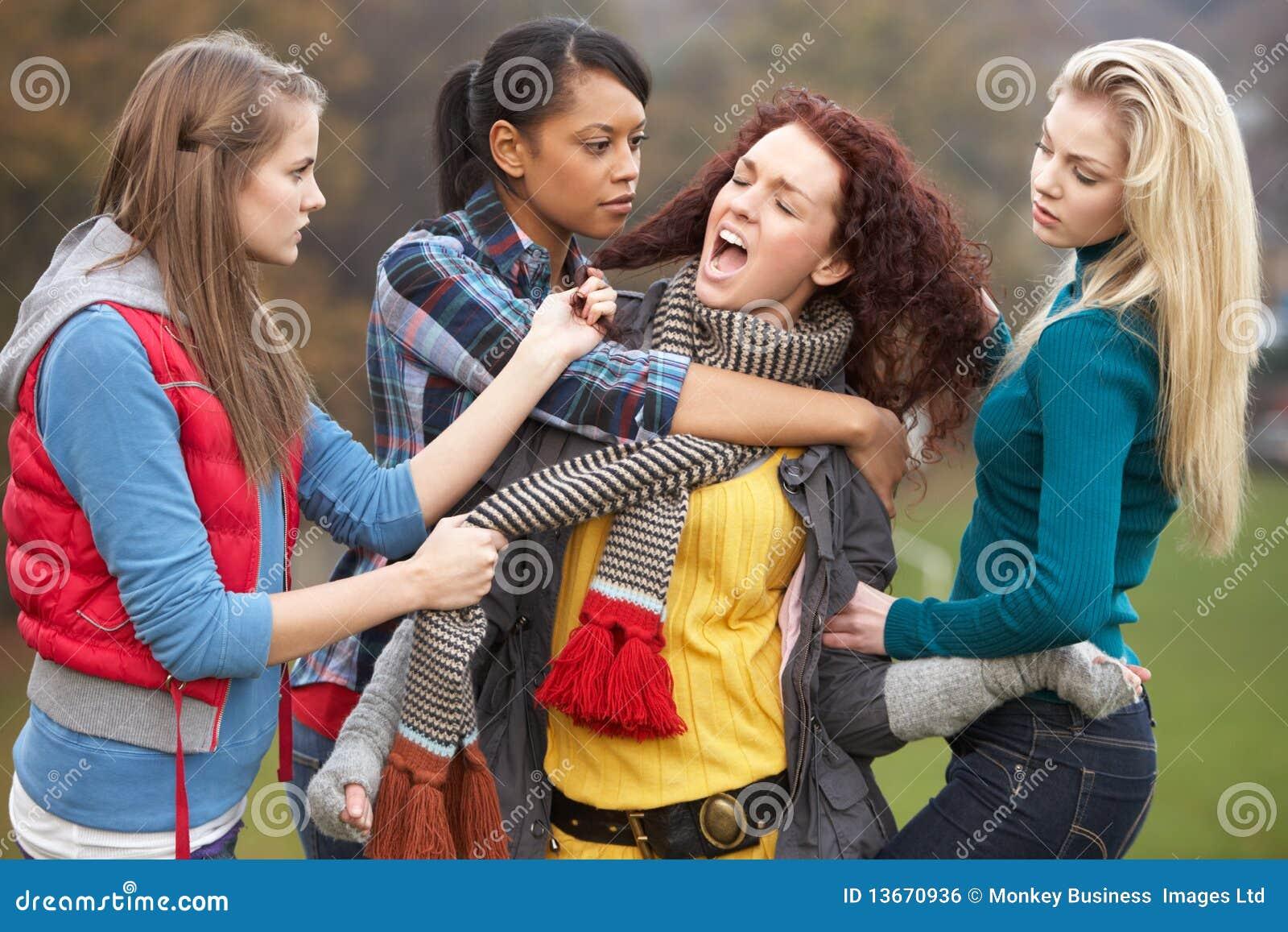 胁迫的女性女孩组少年