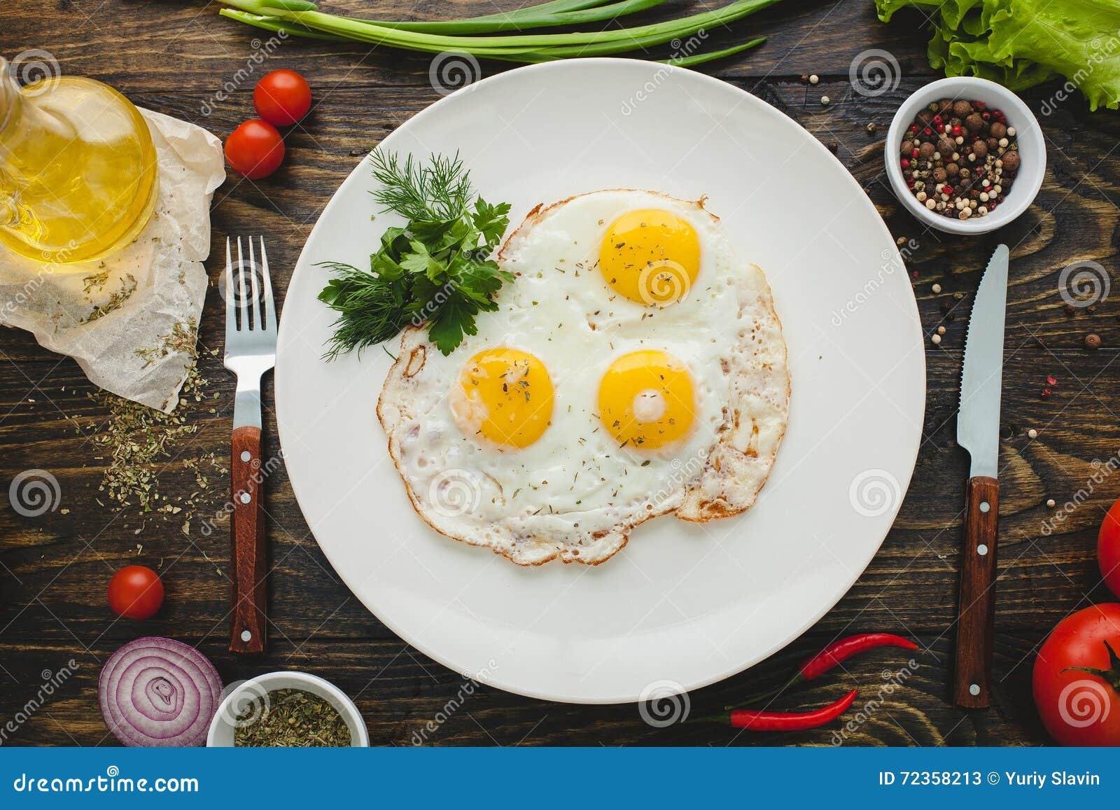 背景怂恿煎蛋卷加扰的白色