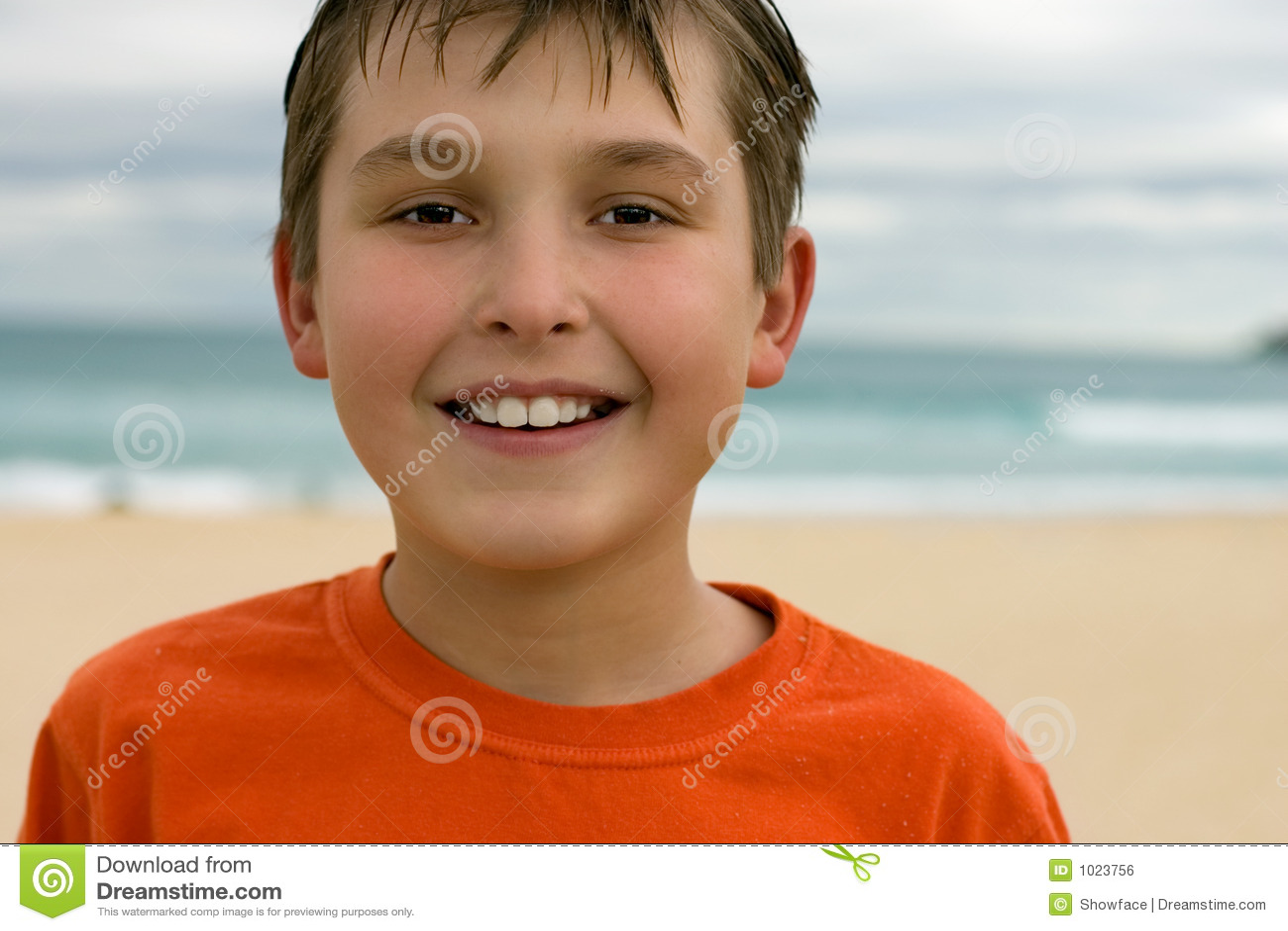背景海滩儿童微笑