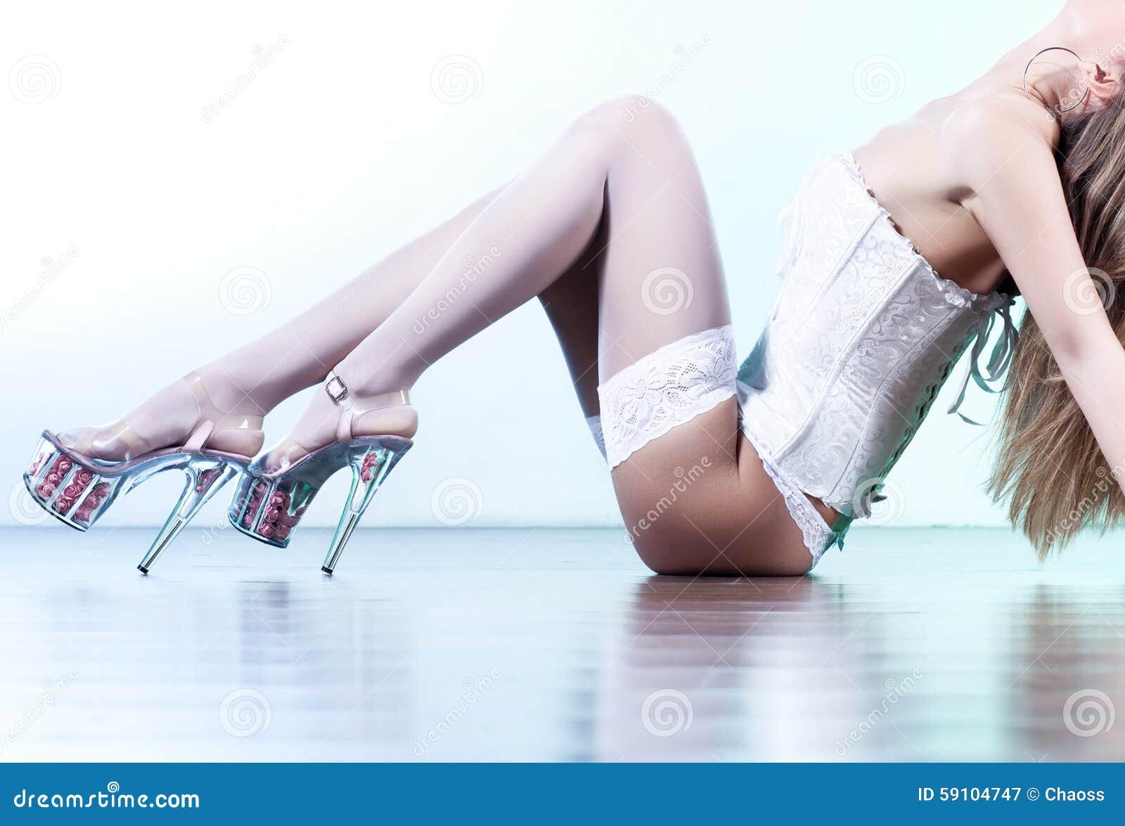 背景行程性感的墙壁妇女年轻人