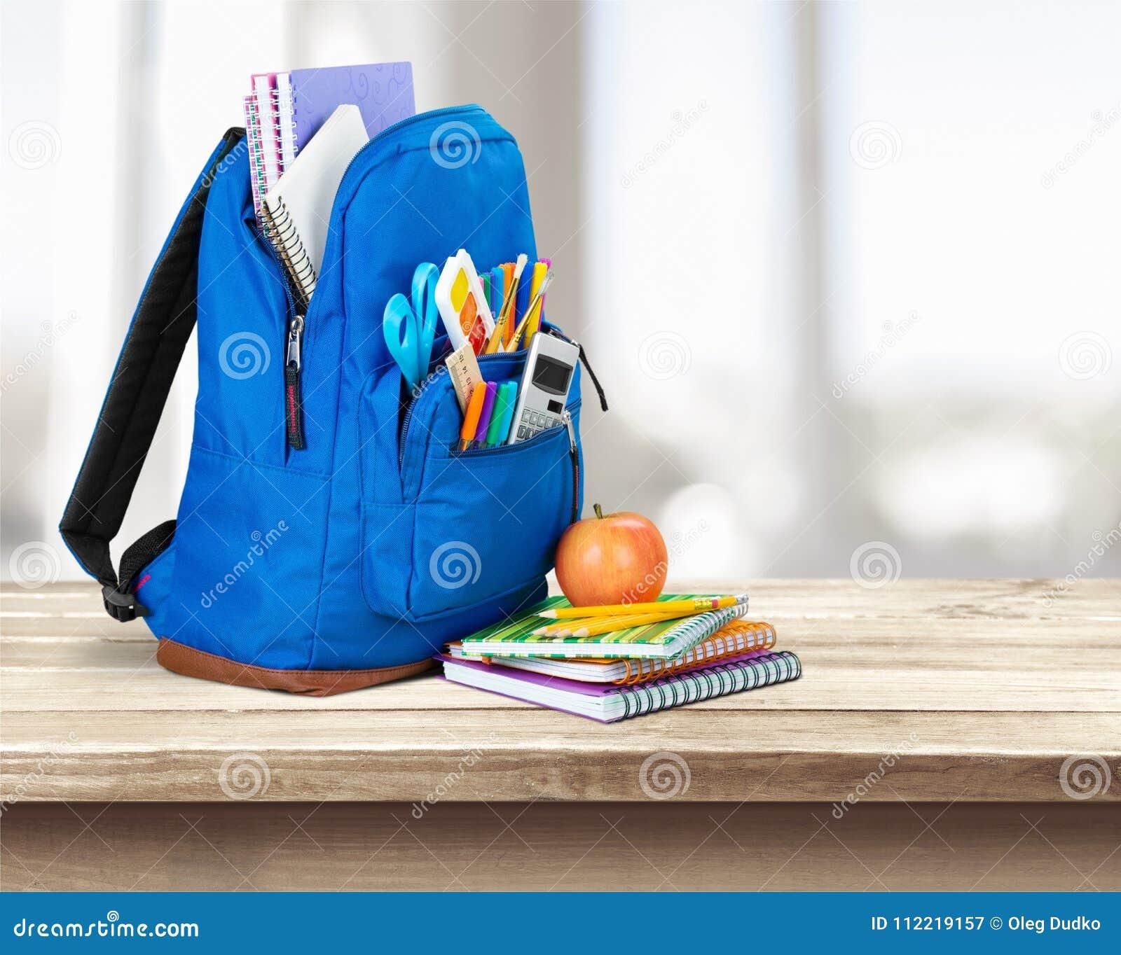 背景袋子蓝色飞行离开槭树学校