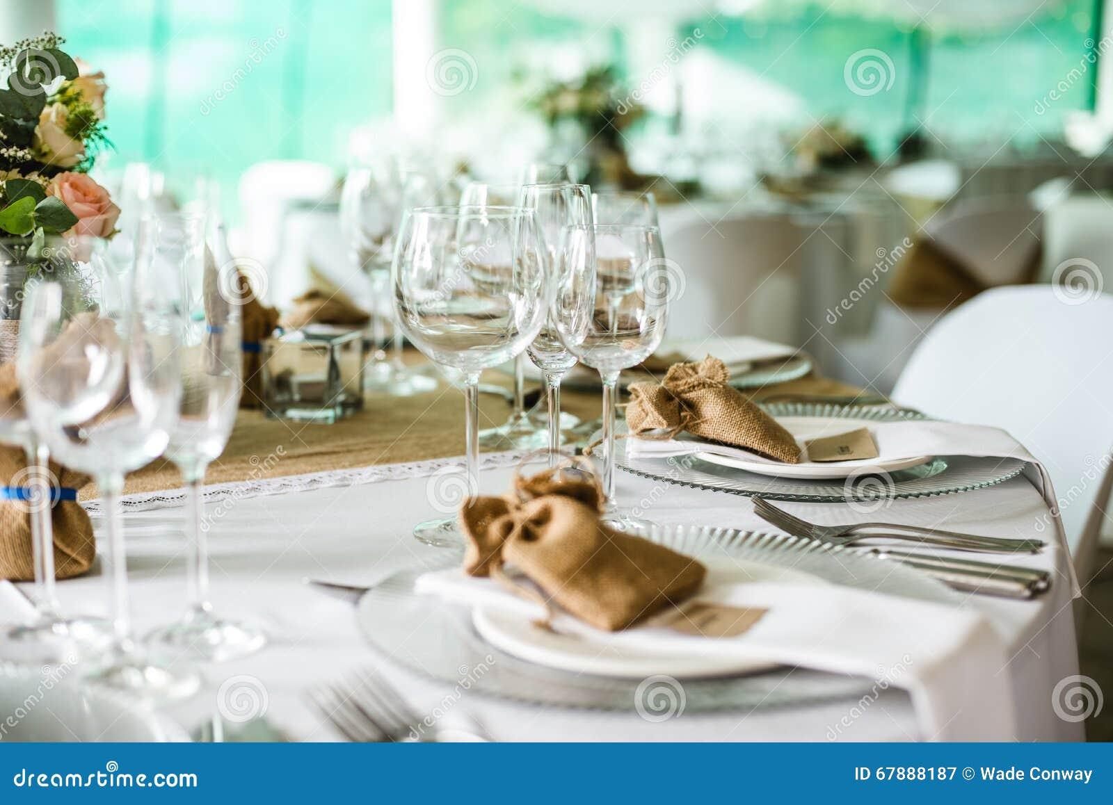 背景钮扣眼上插的花看板卡装饰装饰邀请婚姻白色的珍珠玫瑰