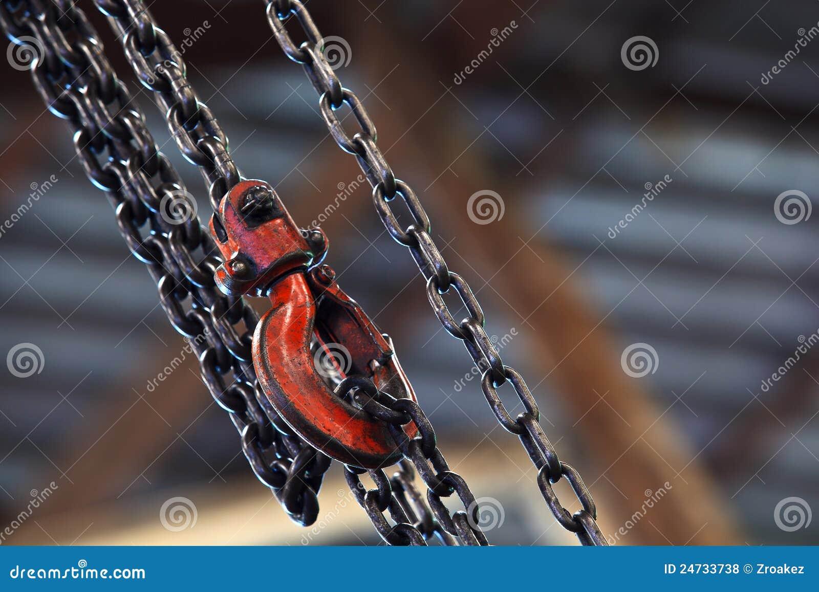 背景链式起重机红色