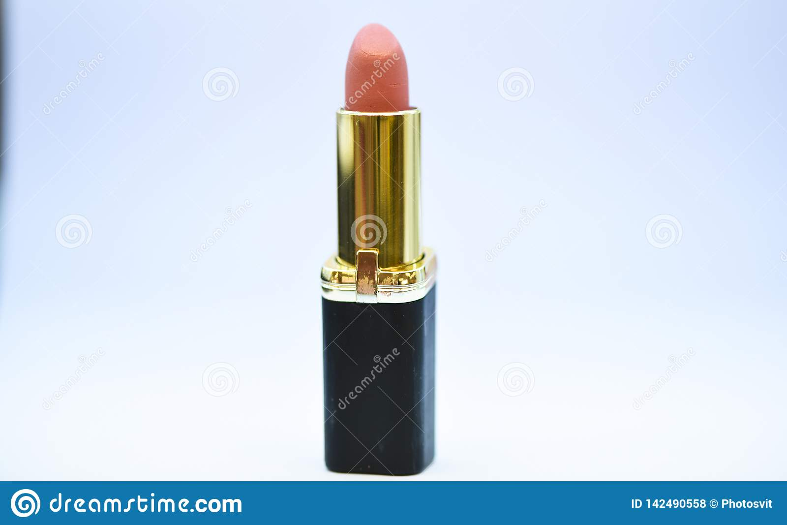 背景颜色唇膏粉红色白色 防水优质唇膏产品 必须有 秀丽趋向 每日组成