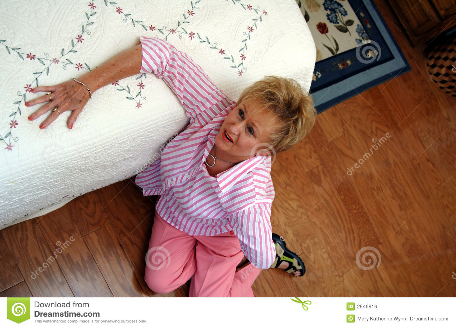 背部疼痛前辈妇女