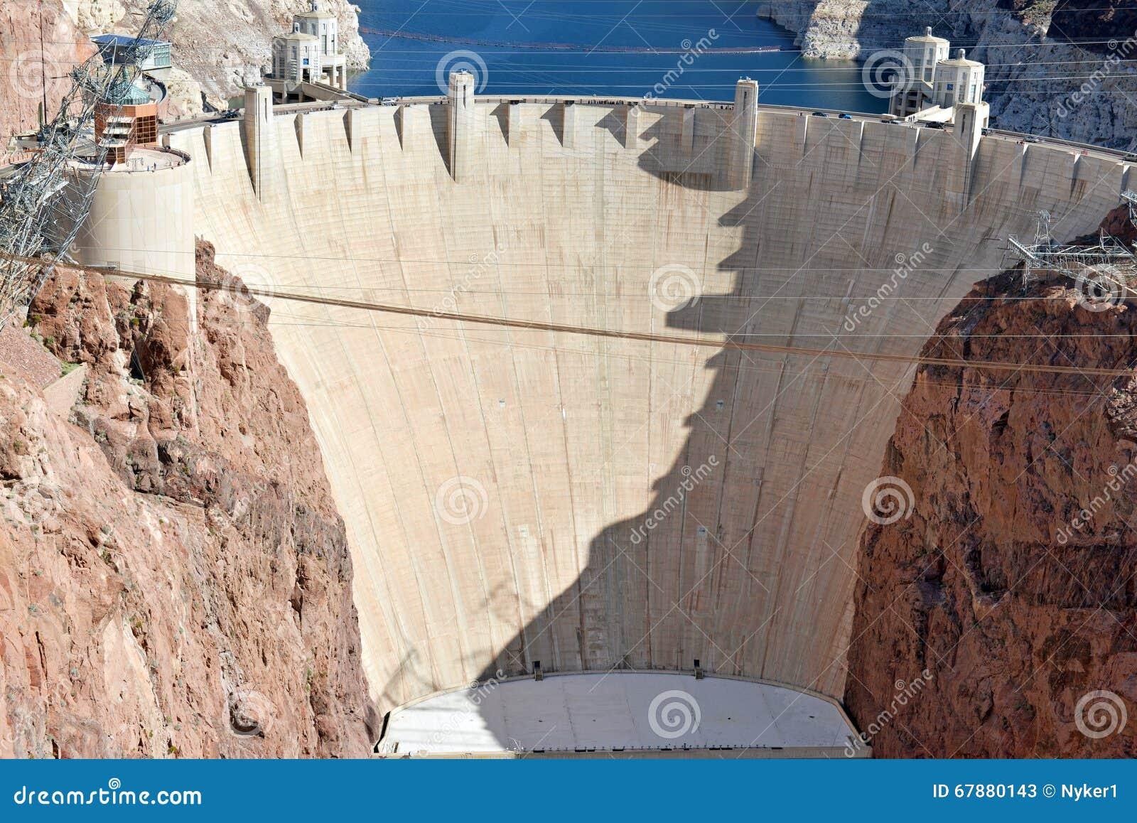 胡佛水坝,位于内华达和亚利桑那边界的一个巨型的水力发电的工程学地标