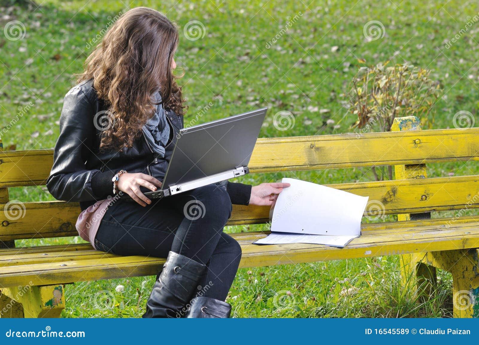 膝上型计算机公园学习