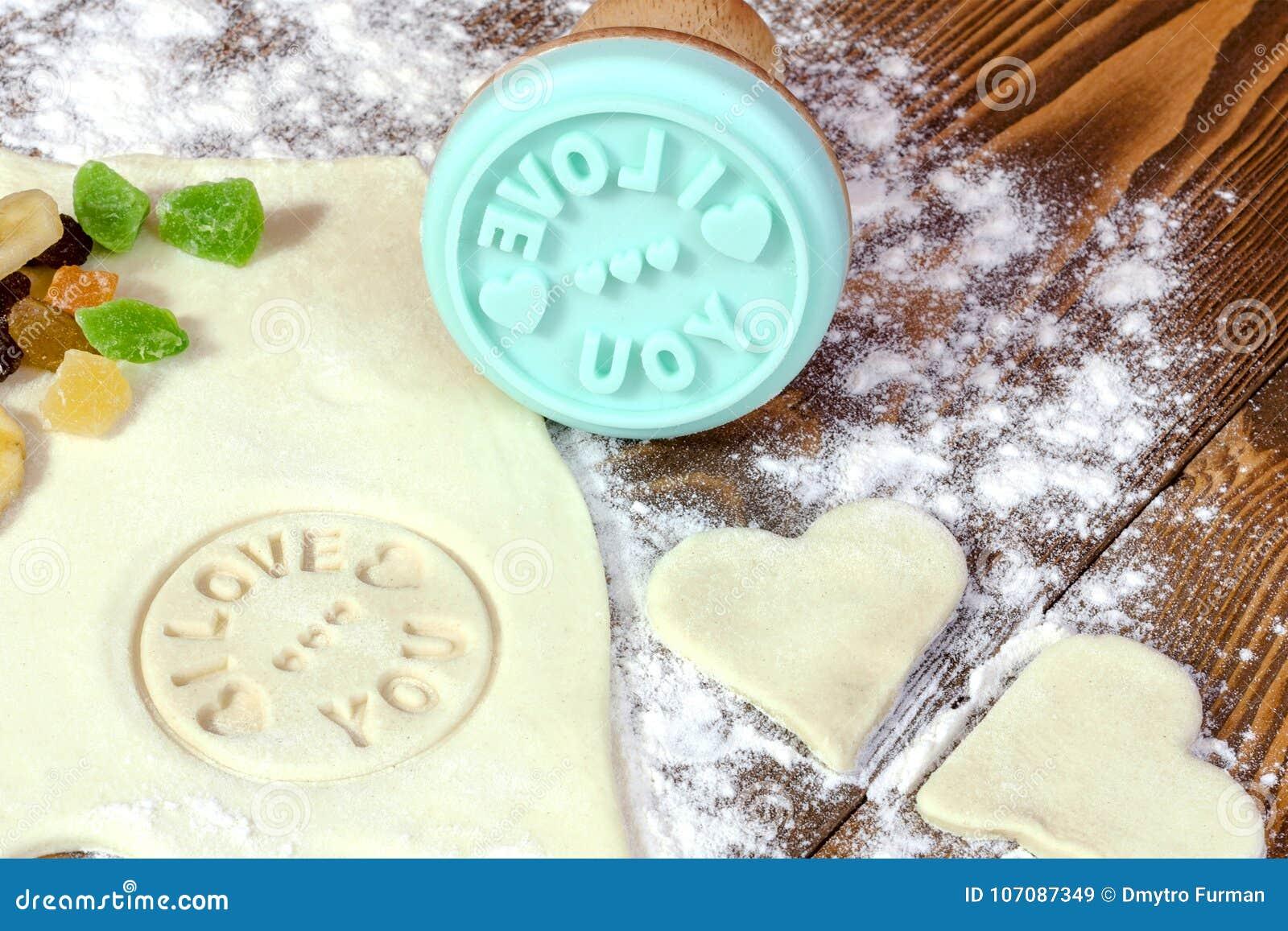 自创曲奇饼的准备为华伦泰` s天 首次展示