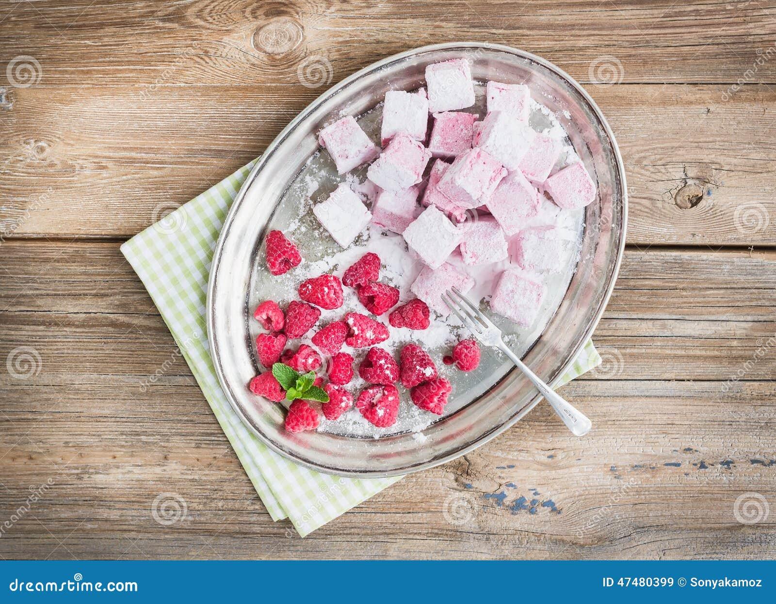 自创莓蛋白软糖用新鲜的莓和糖