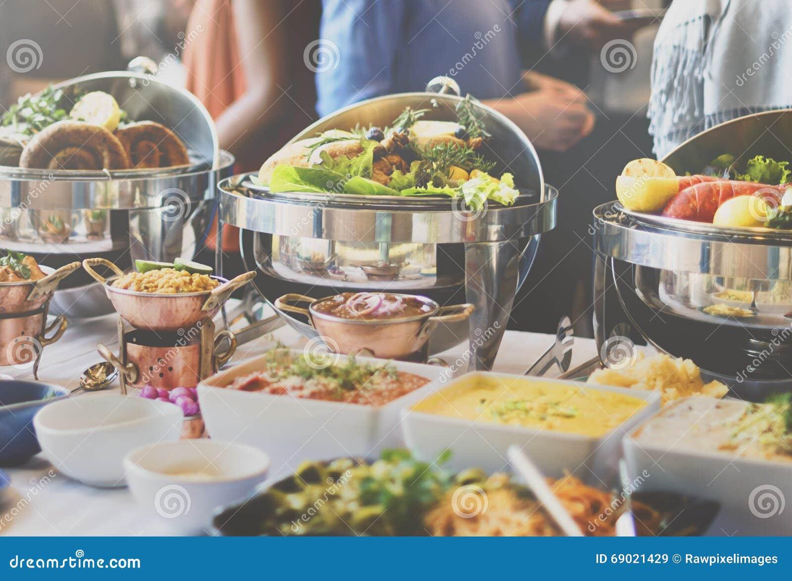 自助餐吃欢乐咖啡馆的早午餐食物用餐概念.图片