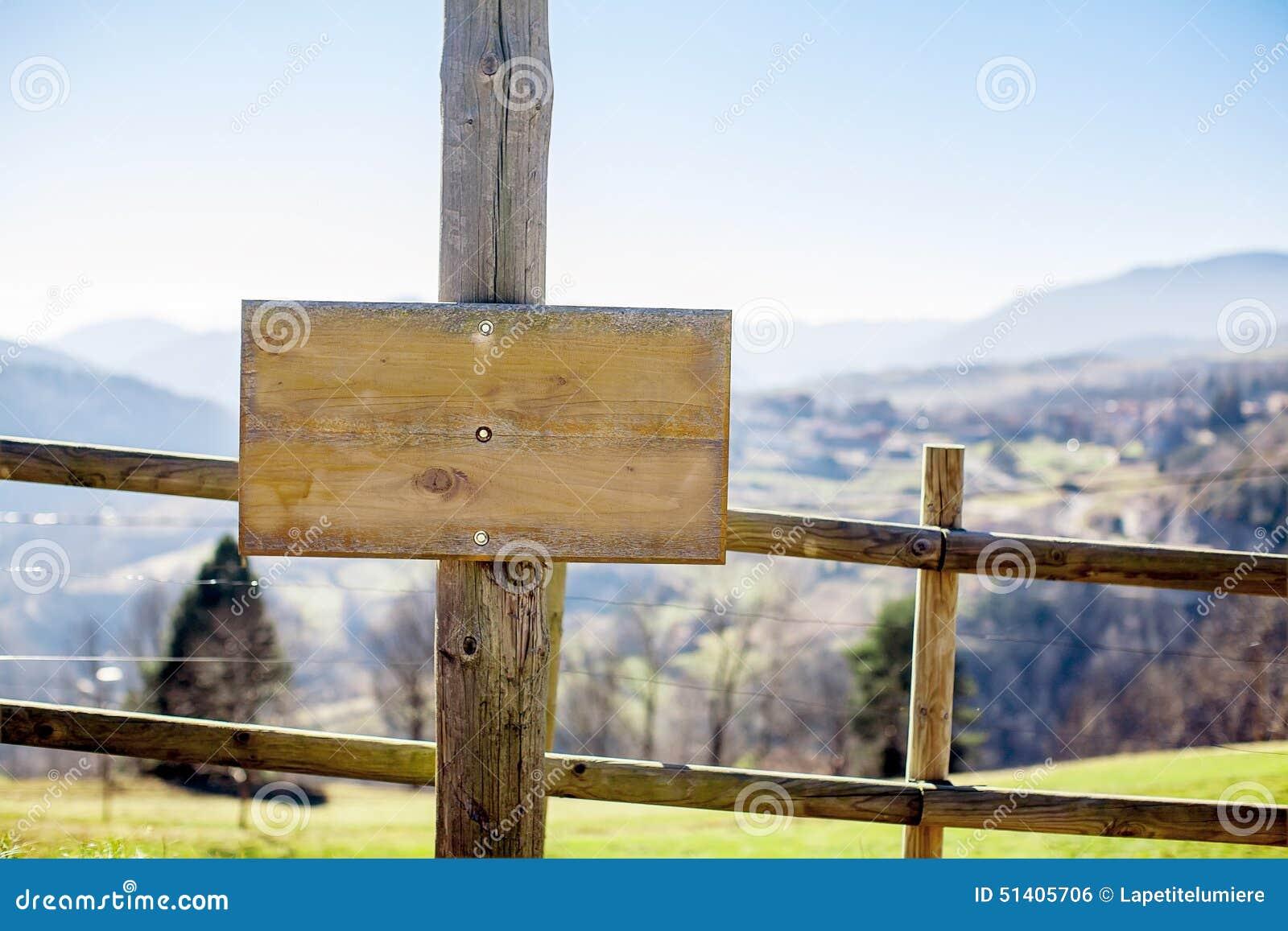 自然的一个木质的委员会设计的
