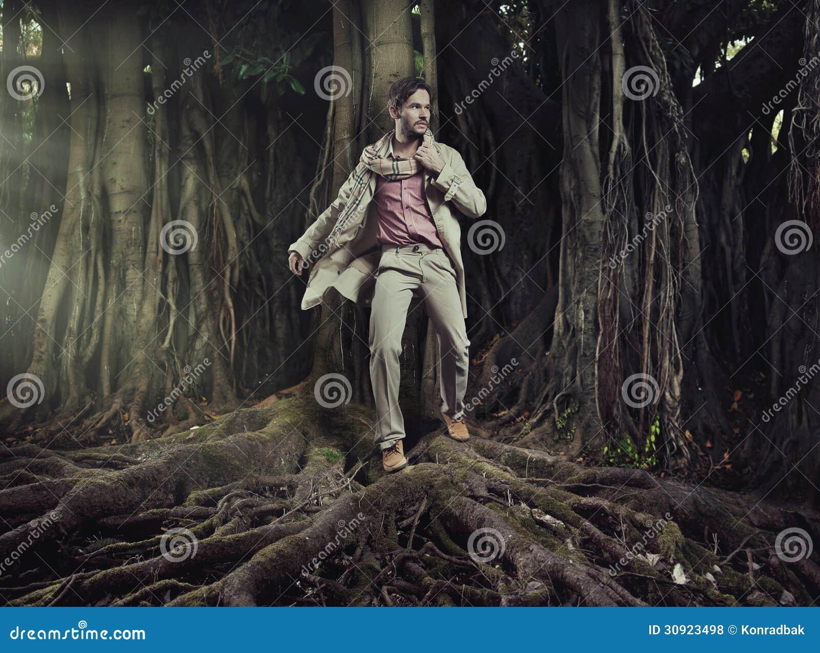 自然背景的典雅的人