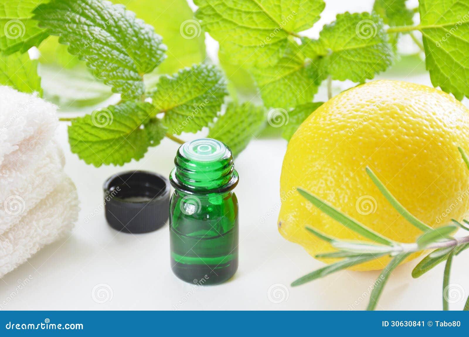 用_库存图片: 自然芳香疗法用草本和柠檬