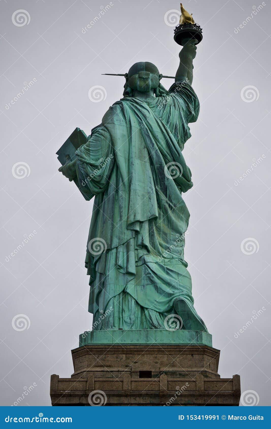 自由女神像后侧方