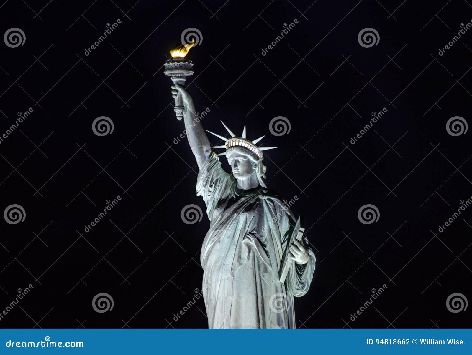 自由女神像在晚上,纽约