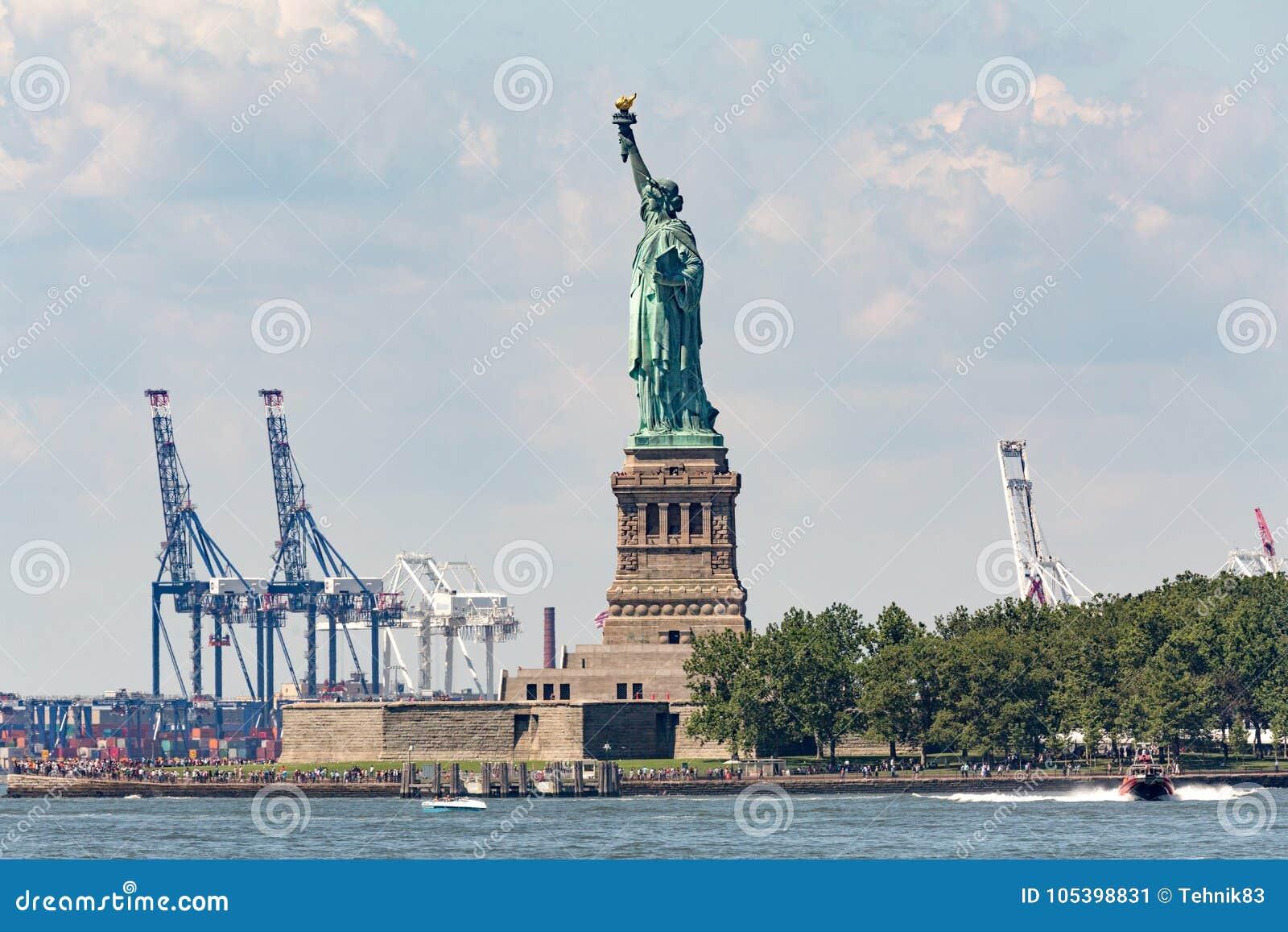 自由女神像- 2017年7月09日,自由岛,纽约Harb