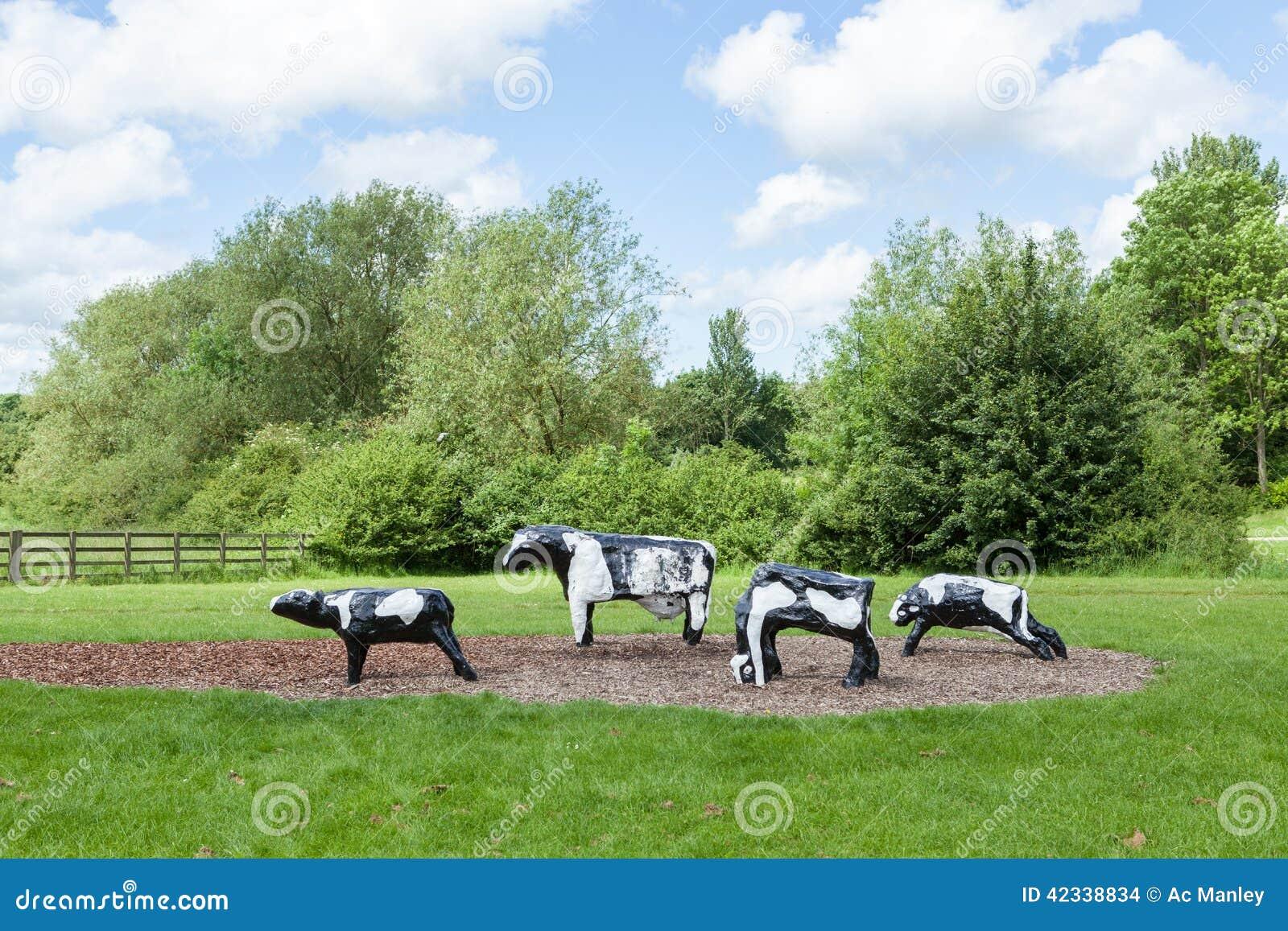 臭名昭著的具体母牛在米尔顿凯恩斯