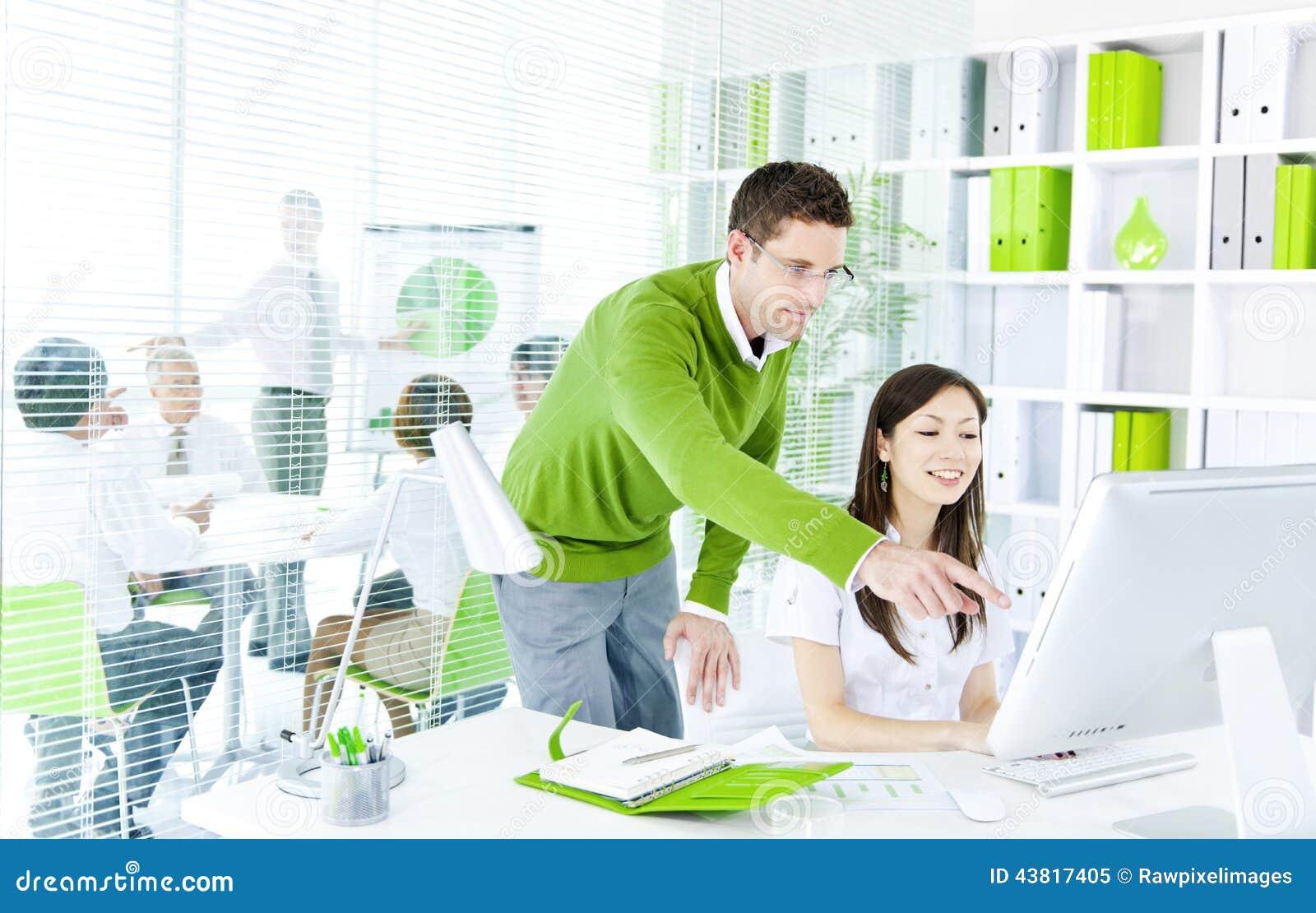 绿色业务会议在会议室