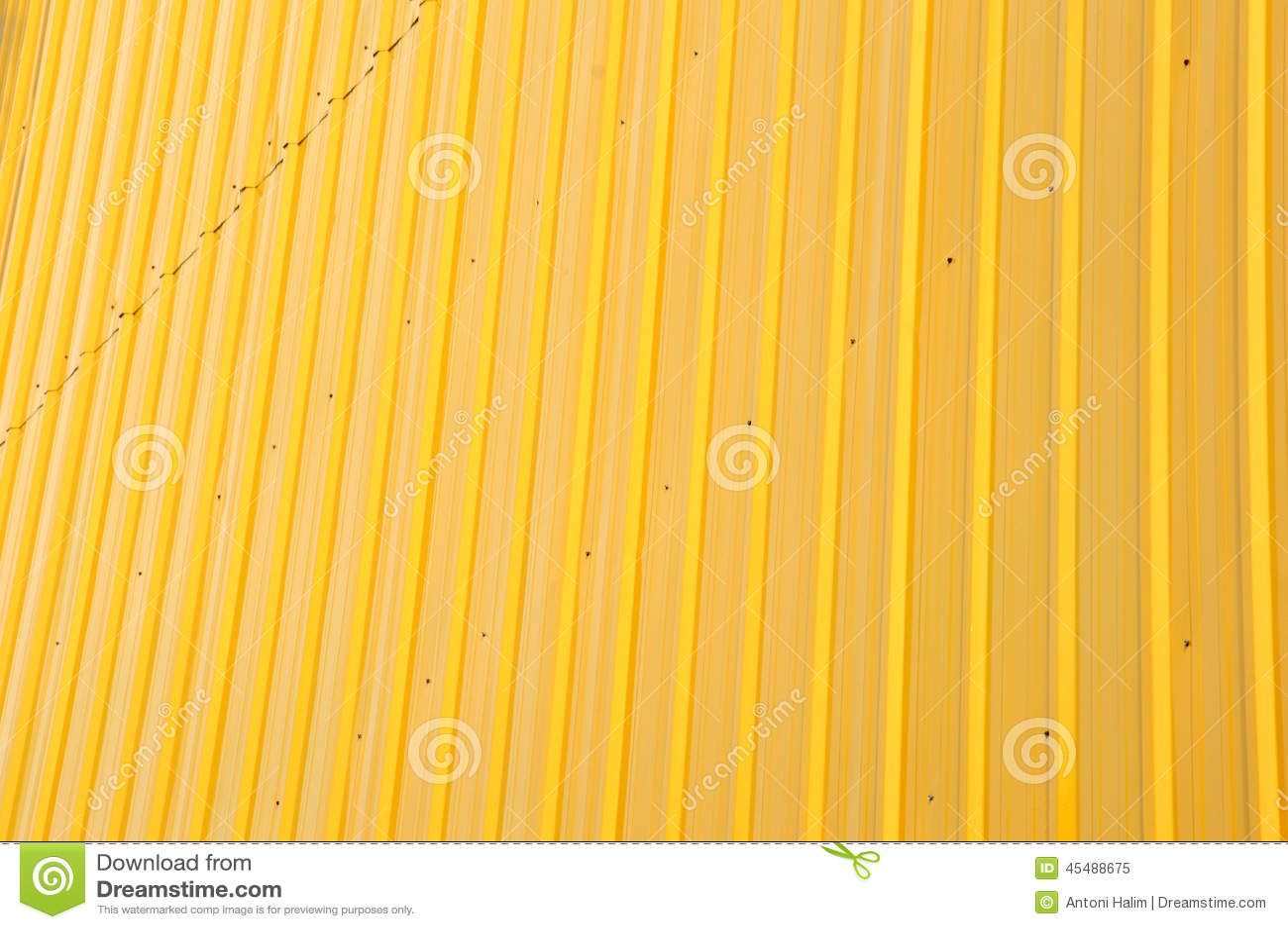 黄色发光的铁板材