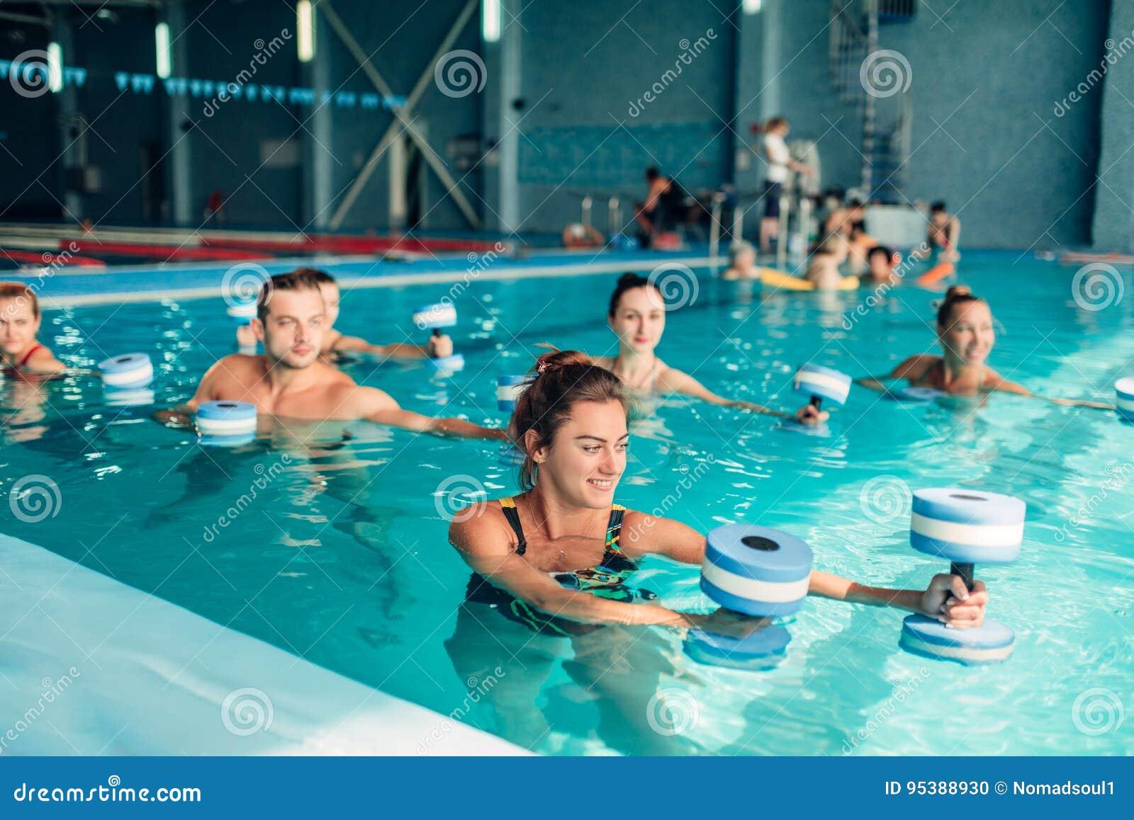 水色有氧运动,健康生活方式,水上运动