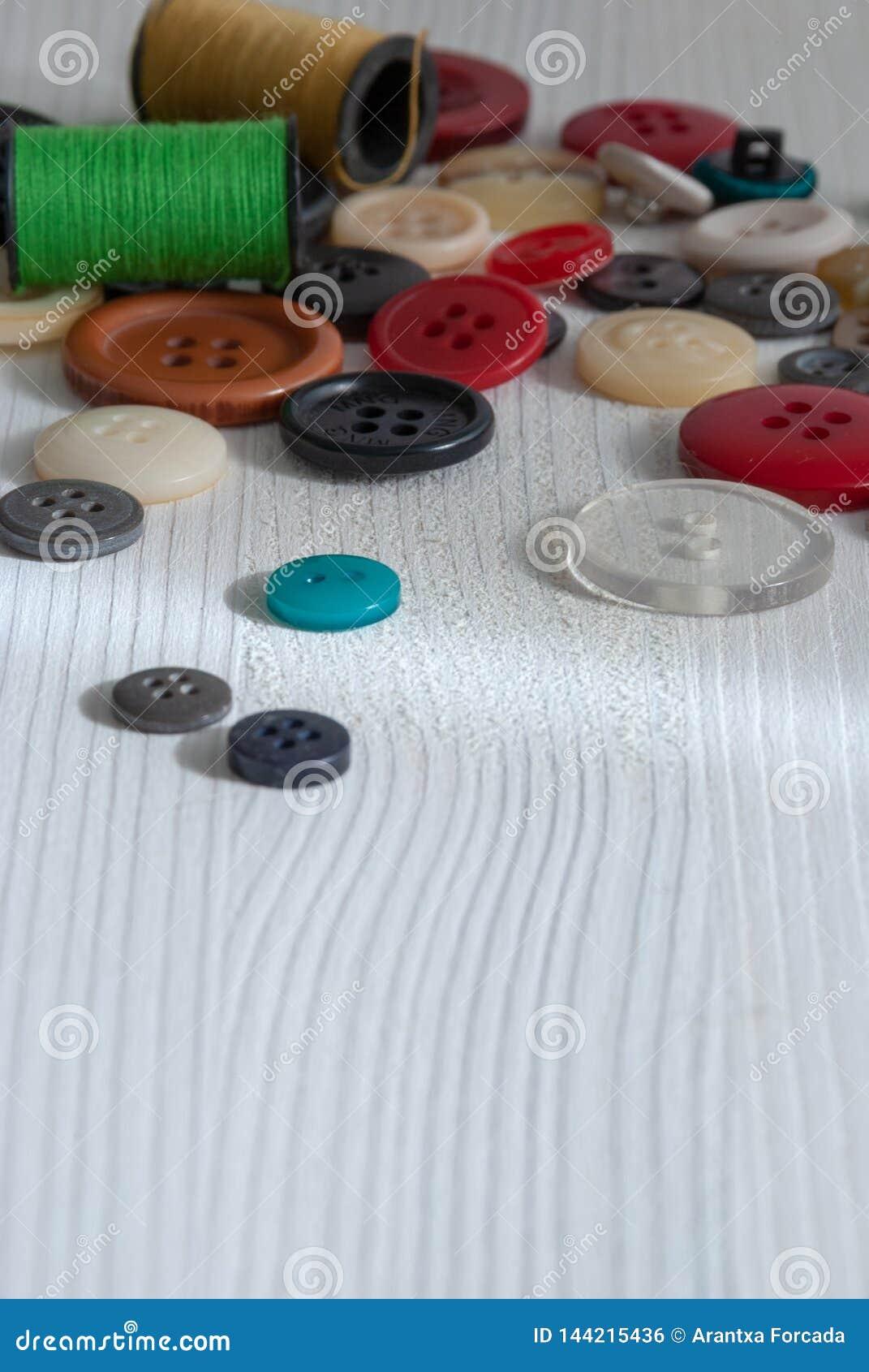色的按钮和短管轴顶视图