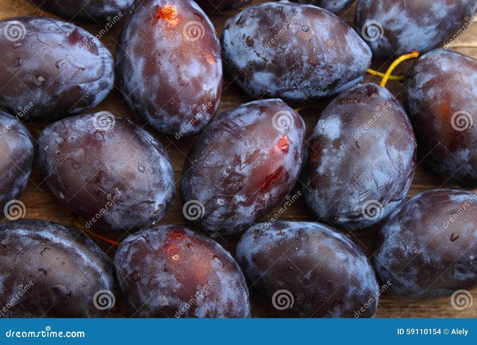 紫色的李子