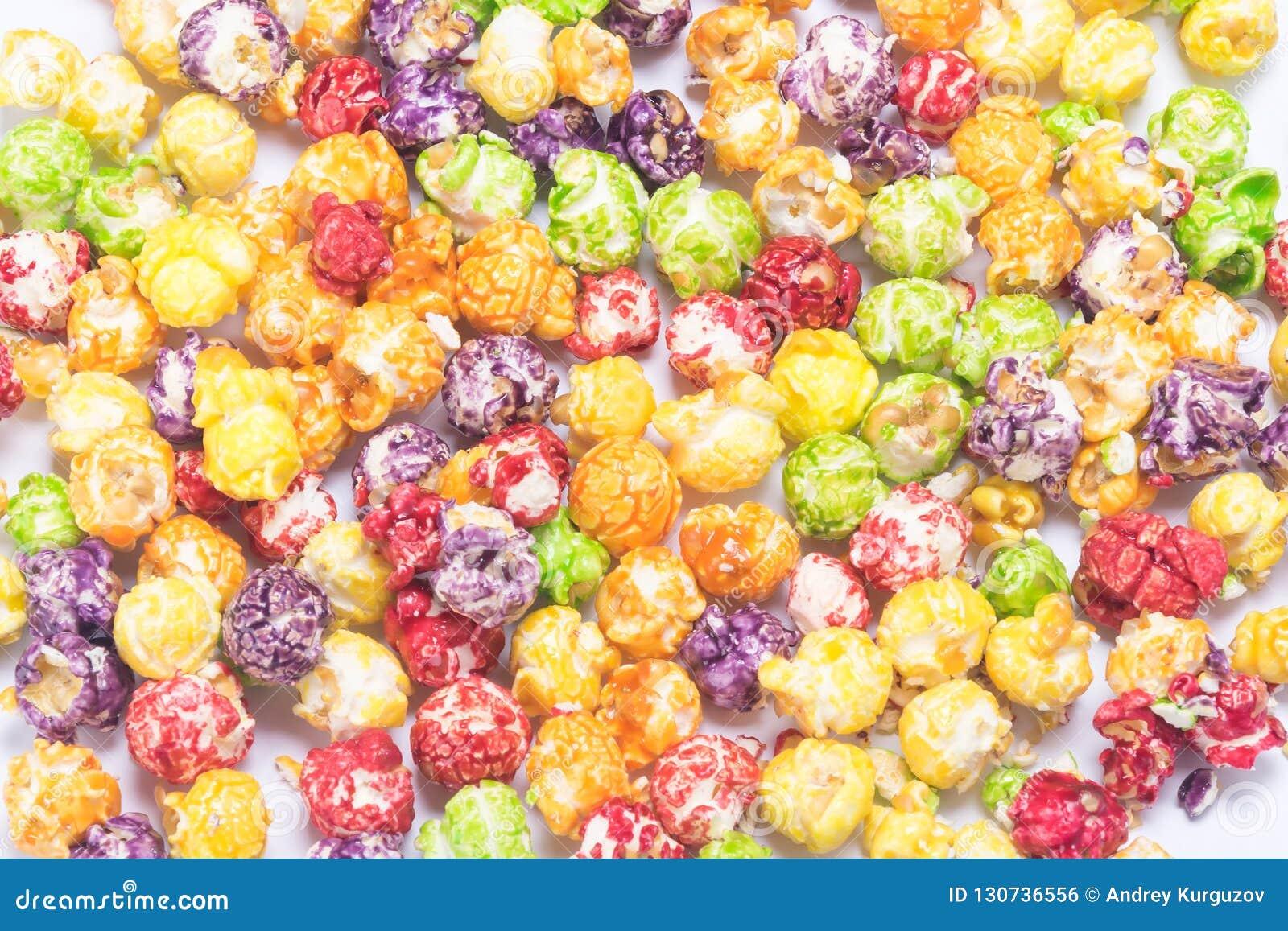 色的焦糖玉米花背景